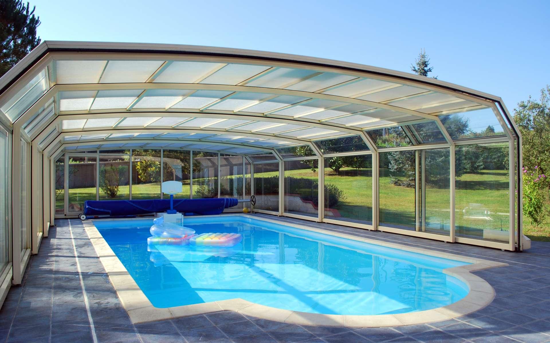 Comment choisir son abri de piscine ? ©Yvann K , Adobe Stock