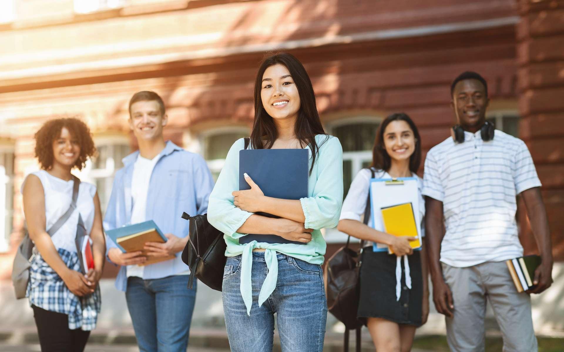 Le gouvernement donne un coup de pouce aux jeunes diplômés, en difficulté à cause de la crise du coronavius. © Prostock-studio, Adobe Stock