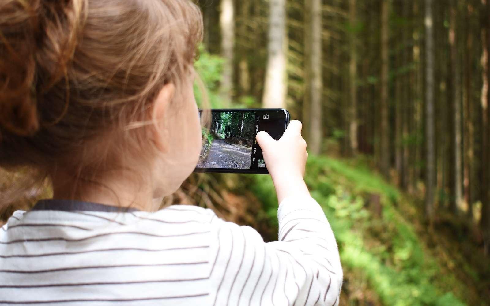 Photos, vidéos, contacts, historique... Spyzie surveille en temps réel l'activité de votre enfant sur son smartphone. © Anviere, Pixabay