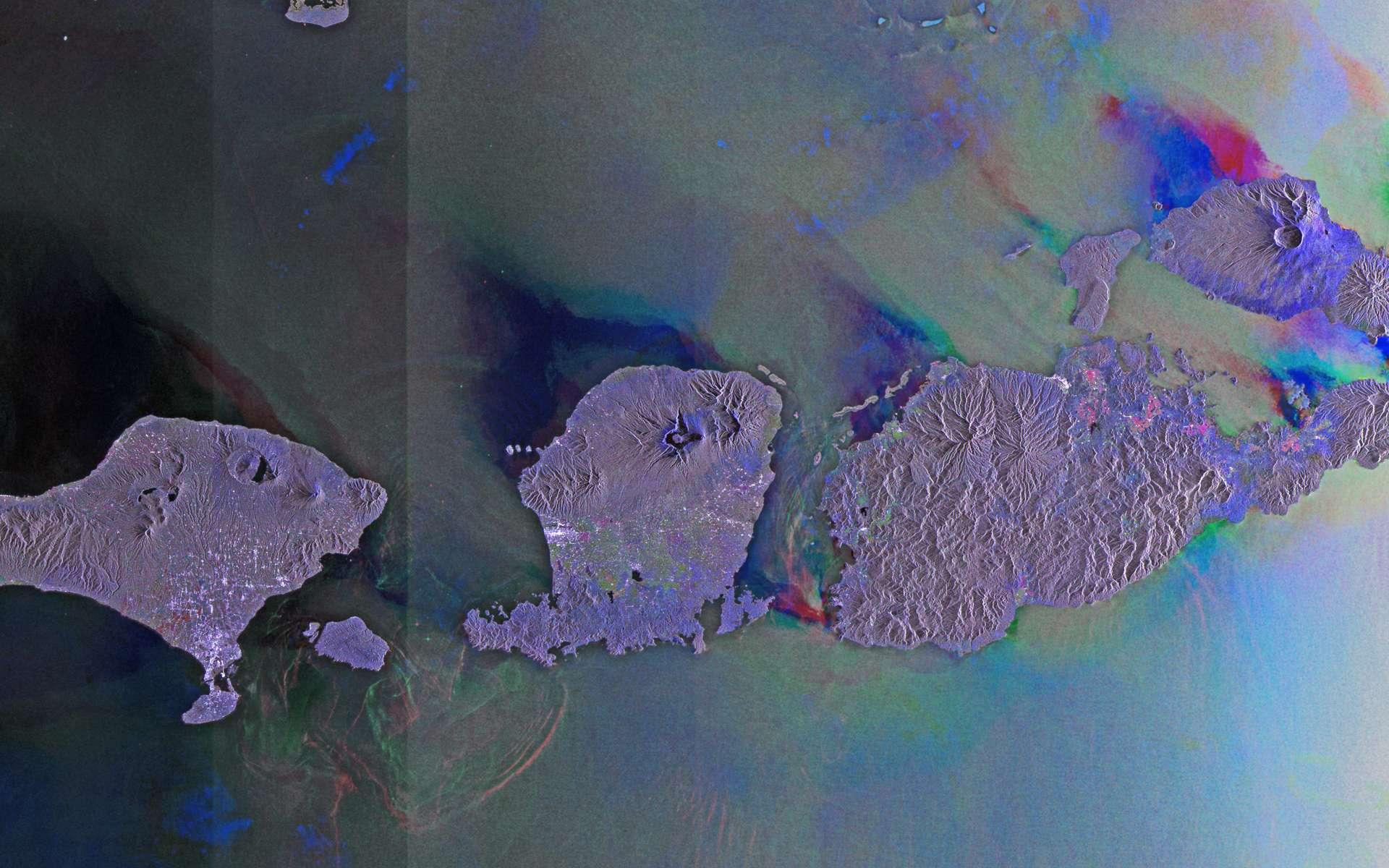 Cette image est une compilation de trois passages du radar d'Envisat les 20 juin, 19 août et 17 décembre 2011. Une couleur a été attribuée à chaque passage (rouge, vert et bleu) et c'est leur combinaison qui a donné cette vue. Les couleurs y révèlent les changements intervenus à la surface entre les passages d'Envisat. © Esa