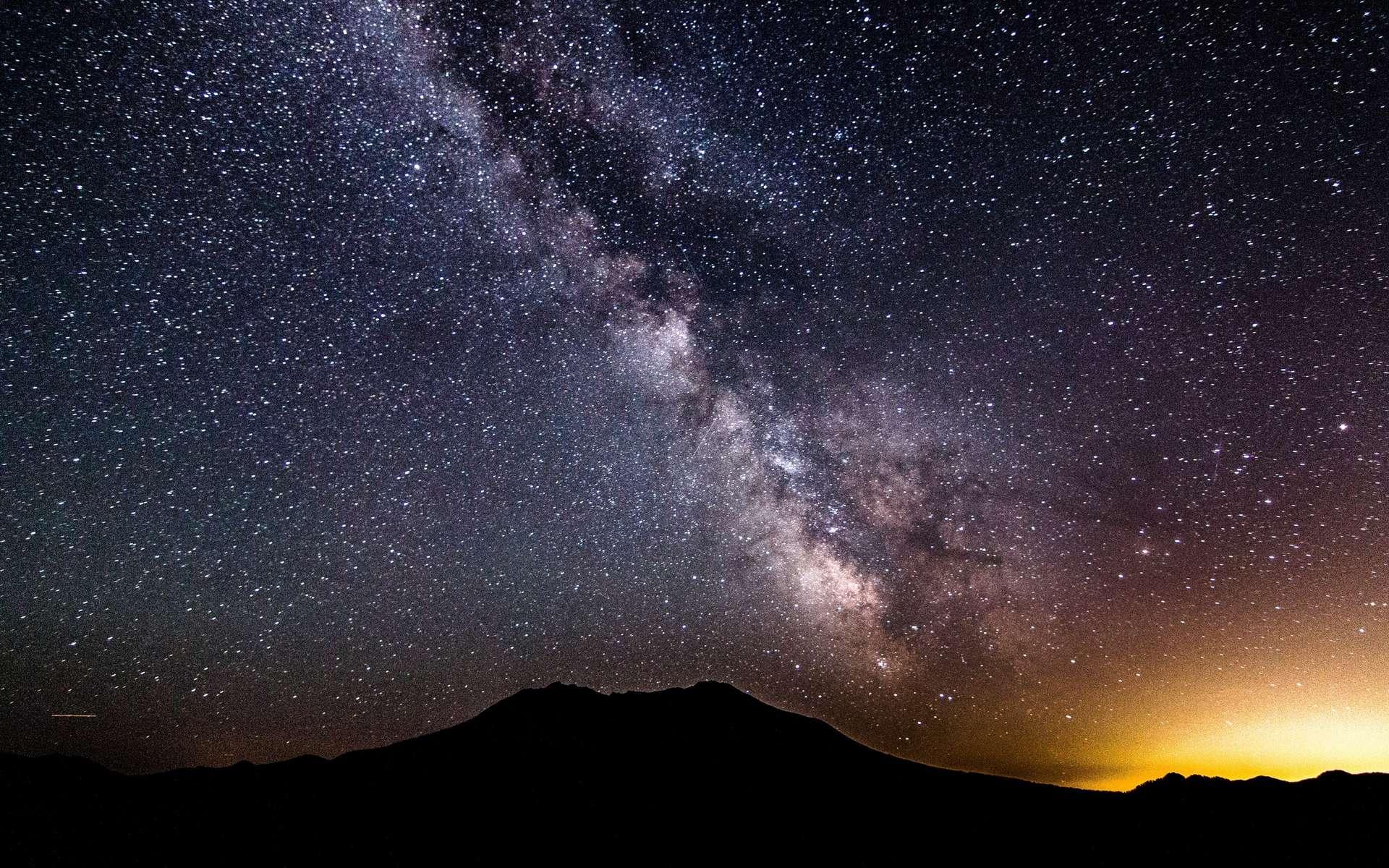 La Voie lactée est visible depuis la Terre. Elle apparaît comme une traînée blanchâtre. © PxHere