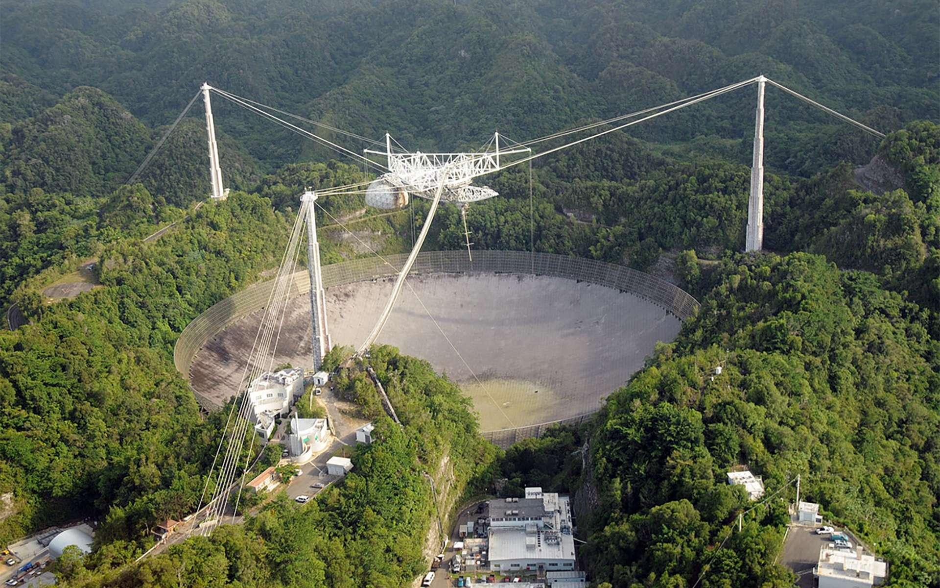 Le radiotélescope Arecibo, situé à Porto Rico, quand il était opérationnel. Il s'est effondré le 1er décembre 2020. © National Science Foundation