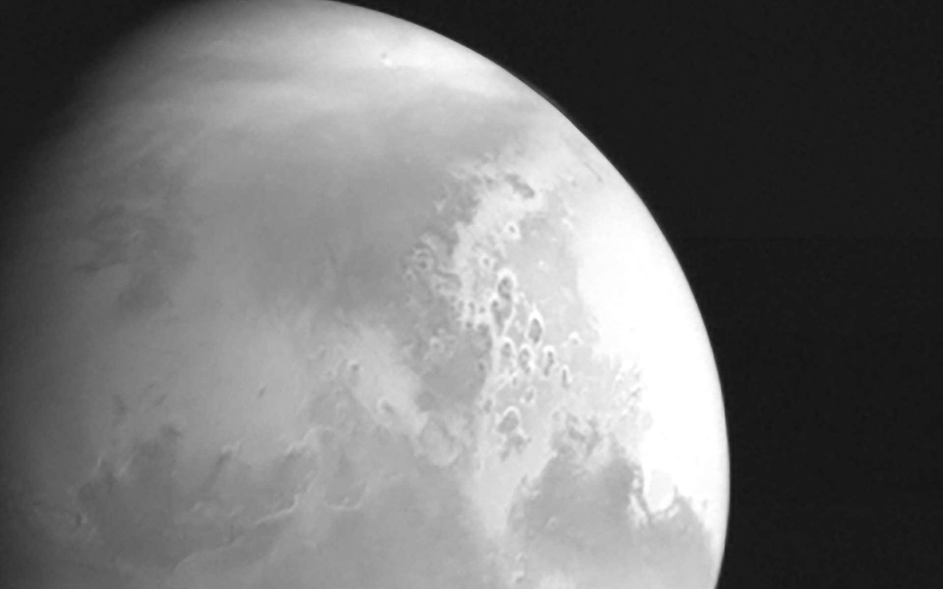 Mars en vue ! La sonde chinoise Tianwen-1 envoie sa première photo - Futura