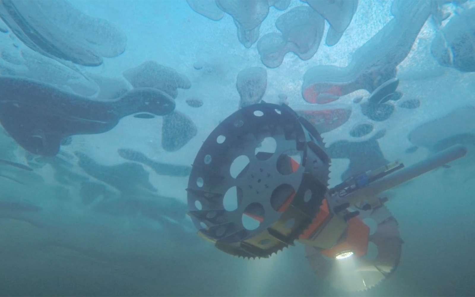 Bruie, lors de ses premiers tests en Alaska en 2015. Ses roues crantées lui permettent de se cramponner à la glace. © Nasa, JPL-Caltech