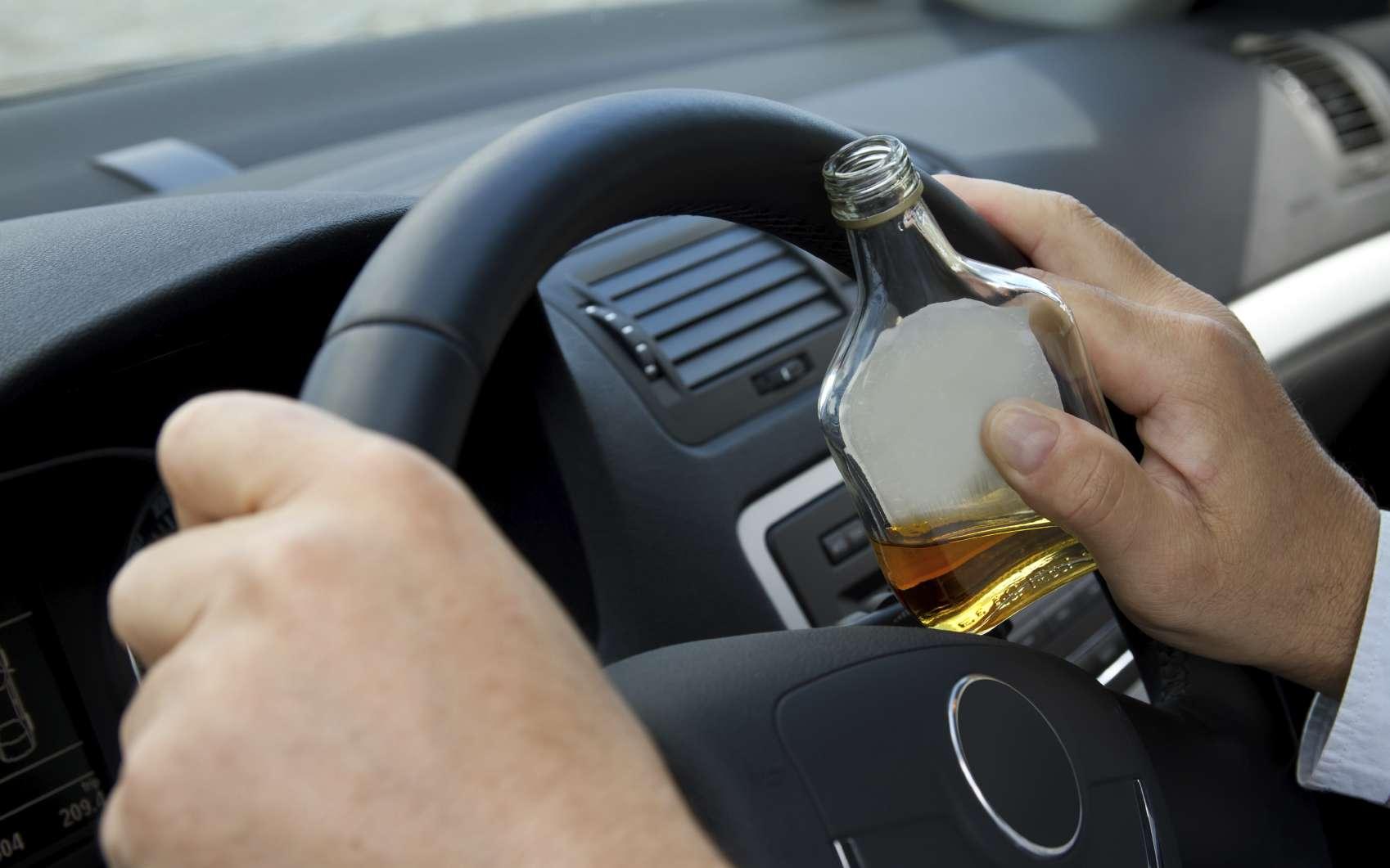 Boire ou conduire, bientôt c'est notre smartphone qui en décidera pour nous et la sécurité des autres passagers. © filrom, Istock.com