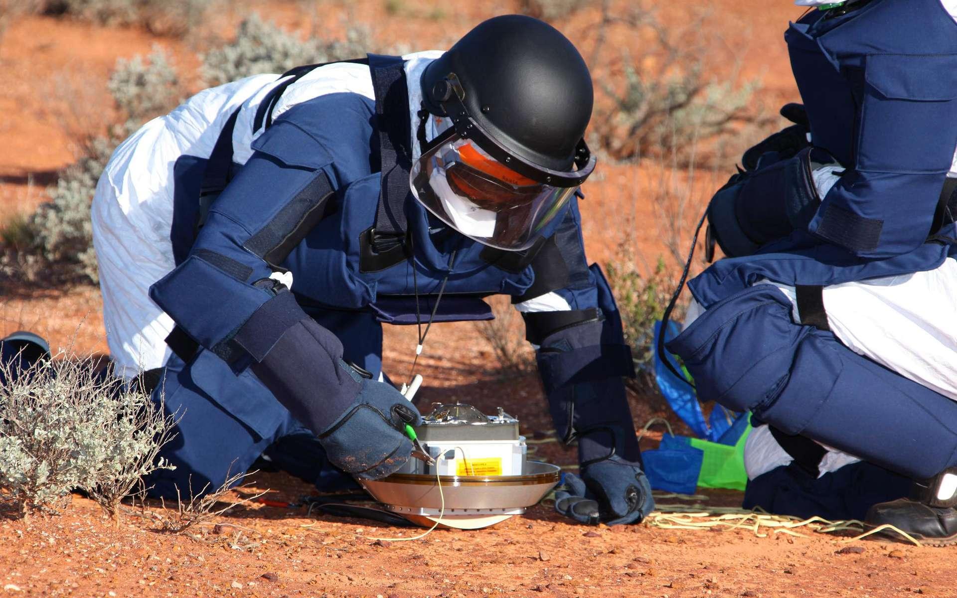 La capsule de Hayabusa a été récupérée dans le désert australien après un périple de 7 ans et 5 milliards de kilomètres ! Elle a été confiée au centre de recherche de Sagamihara (Kanagawa). Crédit Jaxa