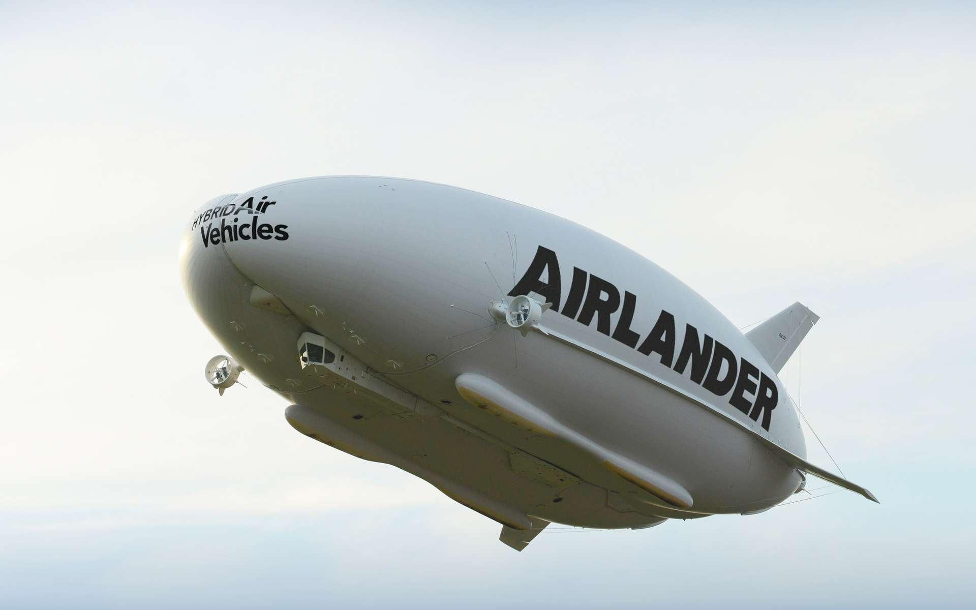 Lors de son vol d'essai, l'Airlander 10 a atteint une altitude de 150 mètres et une vitesse de 65 km/h. Une fois opérationnel, il sera capable de voler à une altitude de 4.880 mètres et d'avoir une vitesse de croisière de 148 km/h. © Airlander