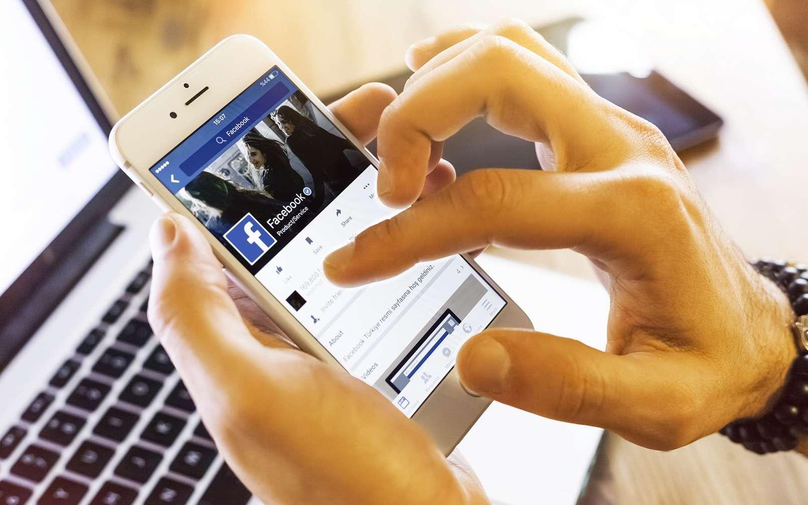 Les données de centaines de millions de comptes Facebook sont accessibles sur des sites de pirates informatiques. © bombuscreative, IStock.com