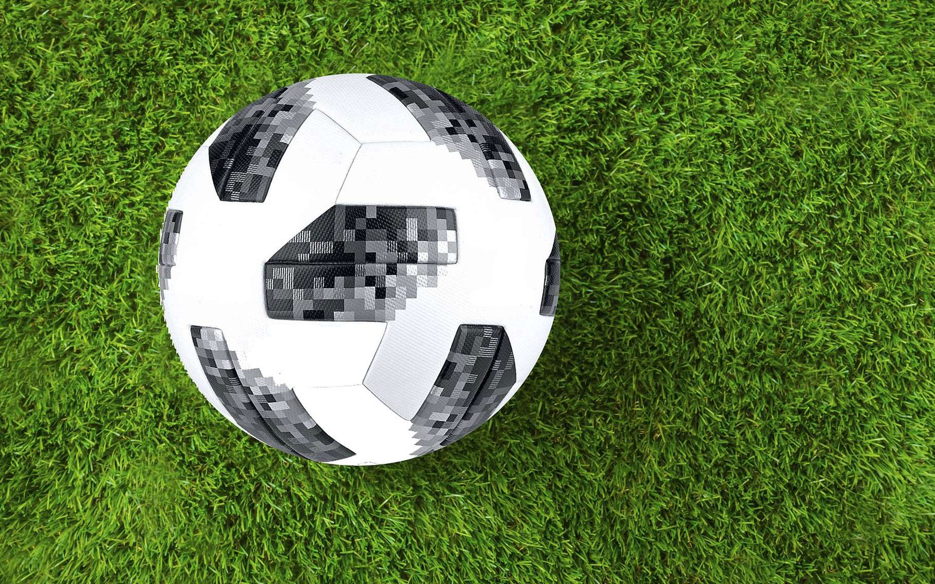 Comment expliquer les trajectoires courbes des ballons de foot ? Les secrets mathématiques du football © Stux, Pixabay, DP