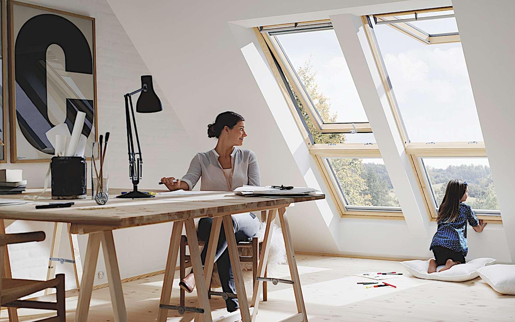 Il existe des fenêtres de toit à ouverture manuelle ou motorisée, à rotation ou à projection. © Velux
