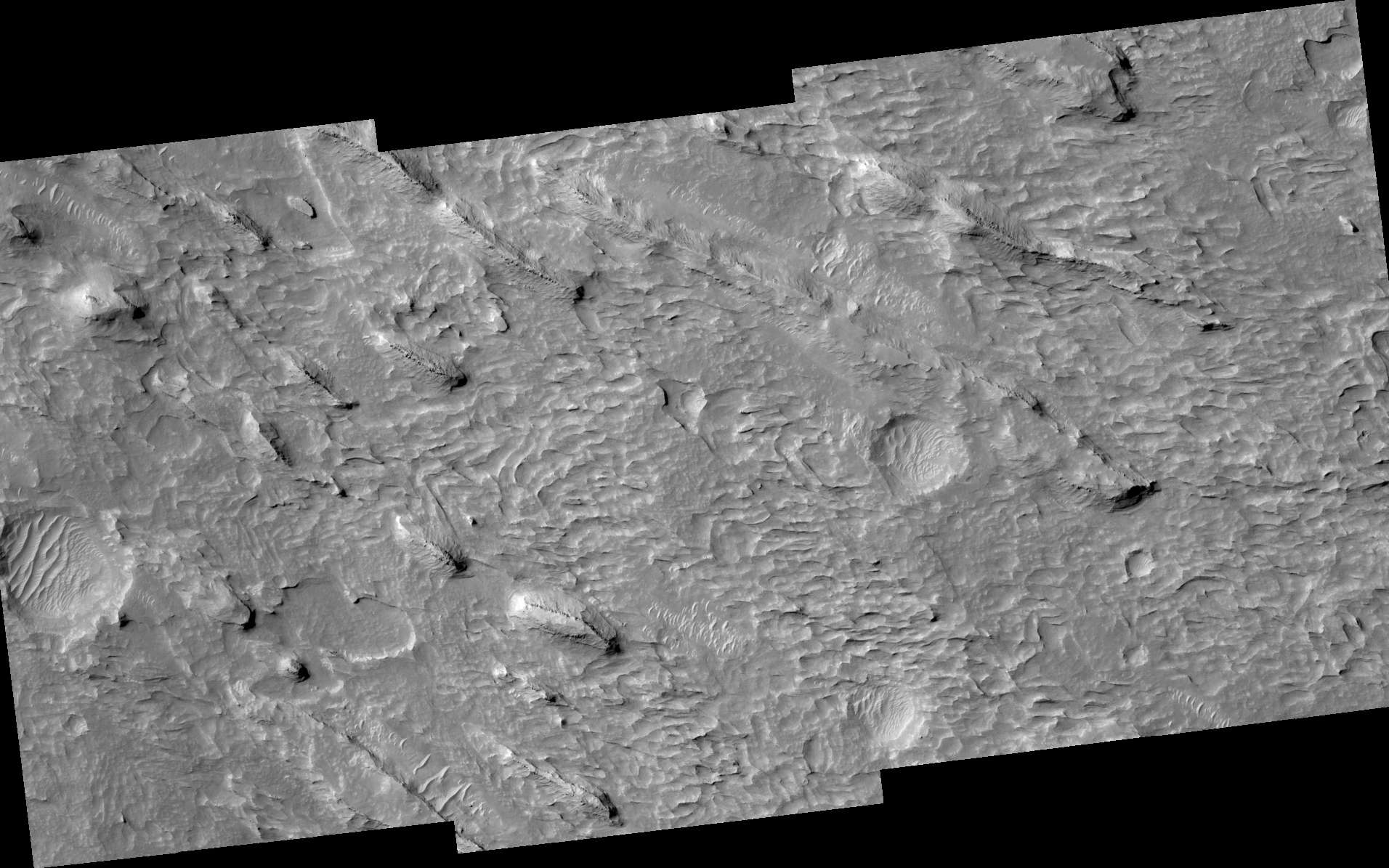 Yardangs dans la formation de Medusae Fossae. Photo de la sonde Mars Reconnaissance Orbiter. © Nasa, JPL, University of Arizona
