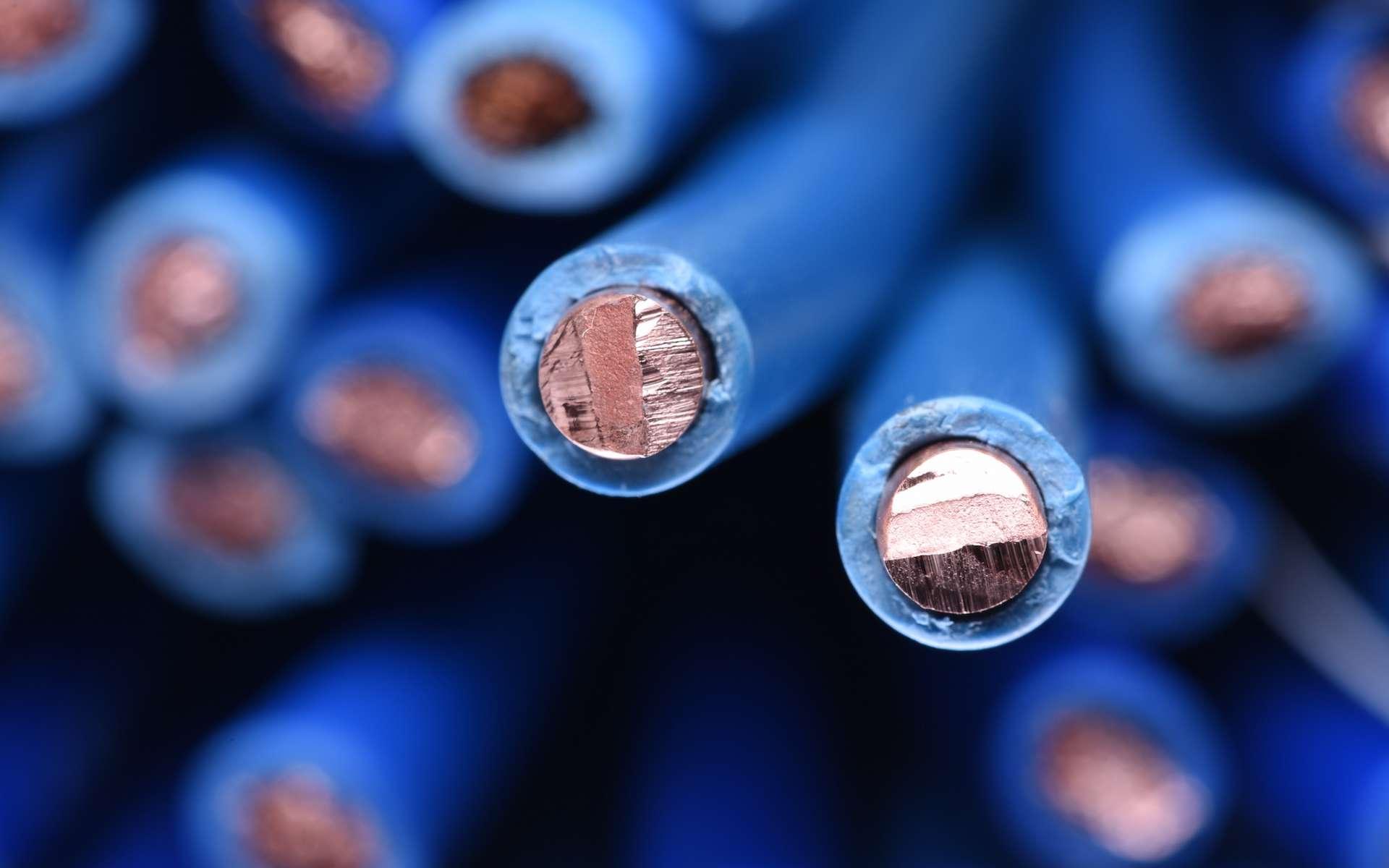 Les matériaux diélectriques sont utilisés comme isolants. © salita2010, Adobe Stock