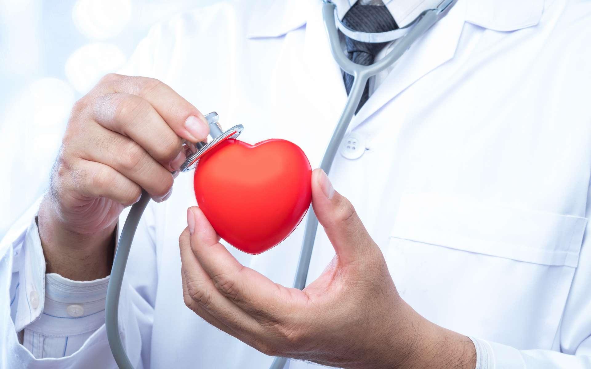 Médecin spécialisé dans la maladies cardiovasculaires, le cardiologue sait repérer les anomalies et proposer les soins adaptés aux personnes souffrants de maladies cardiaques. © suthisak, Adobe Stock
