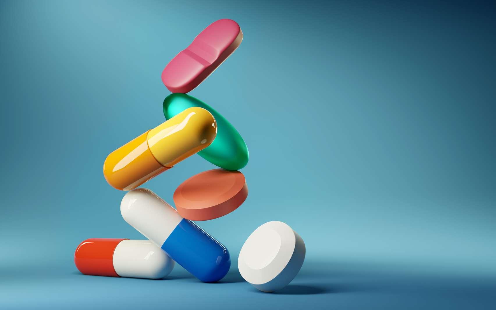 Des médicaments empilés. © James Thew, Fotolia