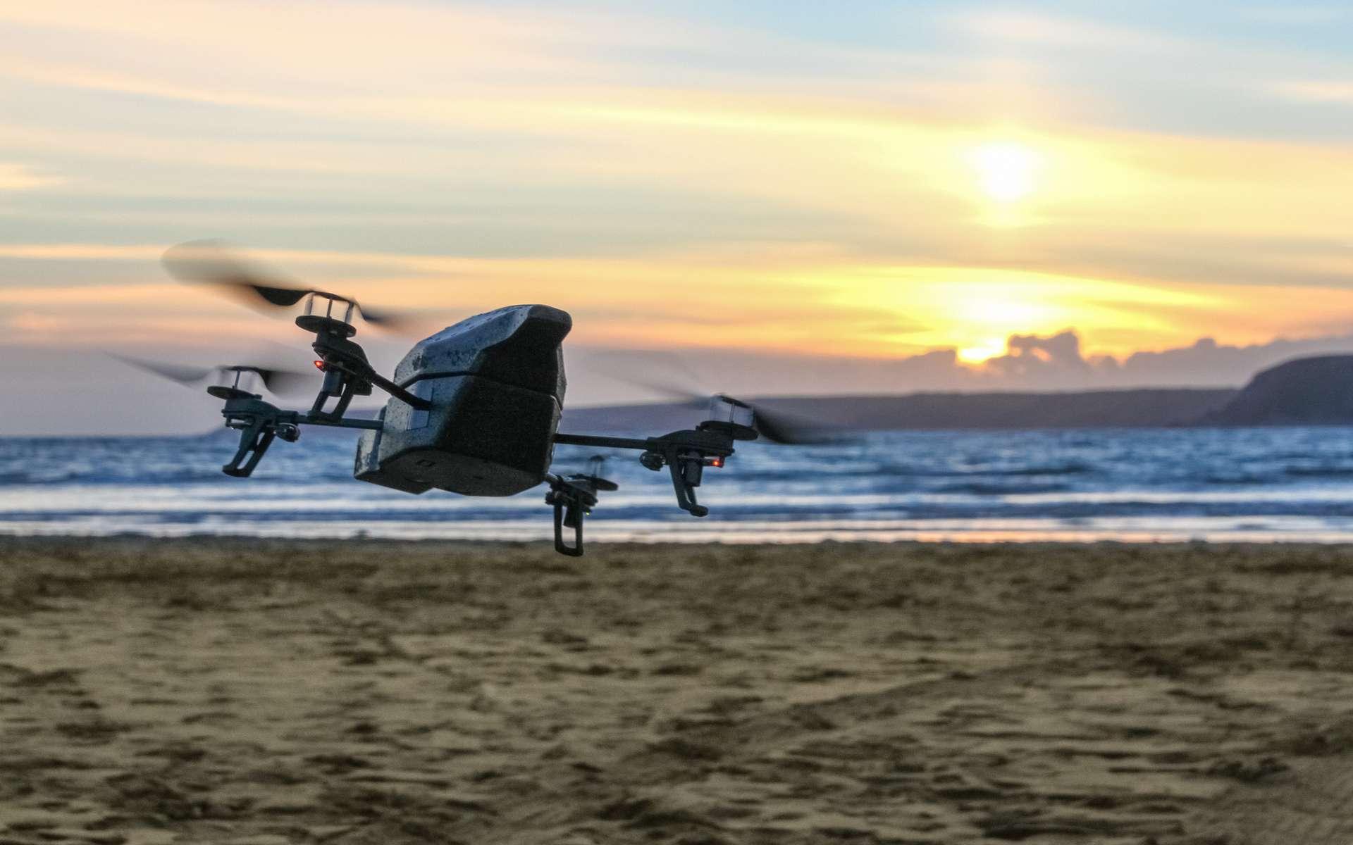 Légalement, un drone doit voler à moins de 150 mètres de hauteur et rester en dehors des zones urbaines. © Lee, Flickr, cc by-nc-nd 2.0