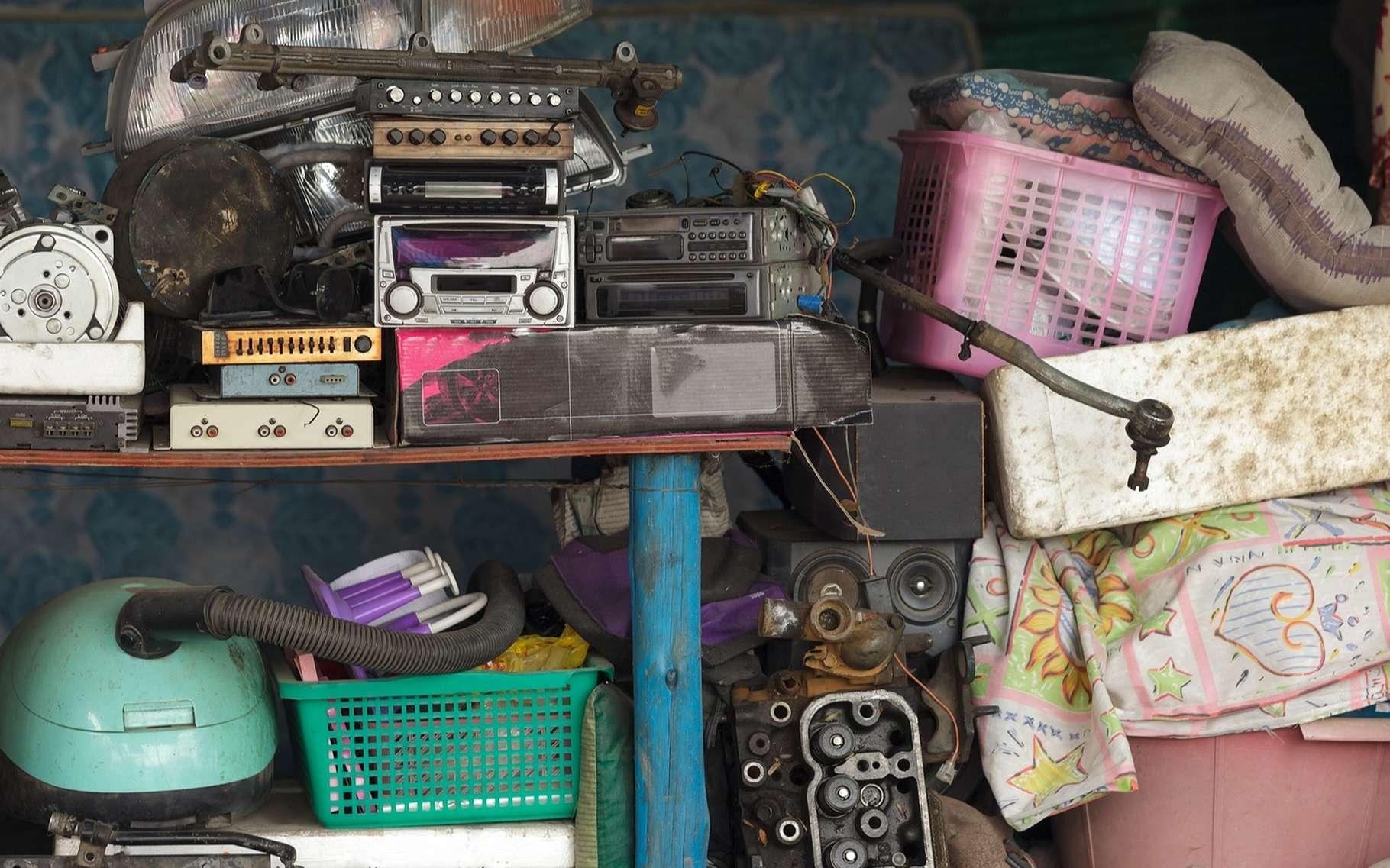 Les Diogène accumulent des objets et doivent parfois se frayer un chemin pour se déplacer dans leur logement. © Stephane Bidouze, Shutterstock