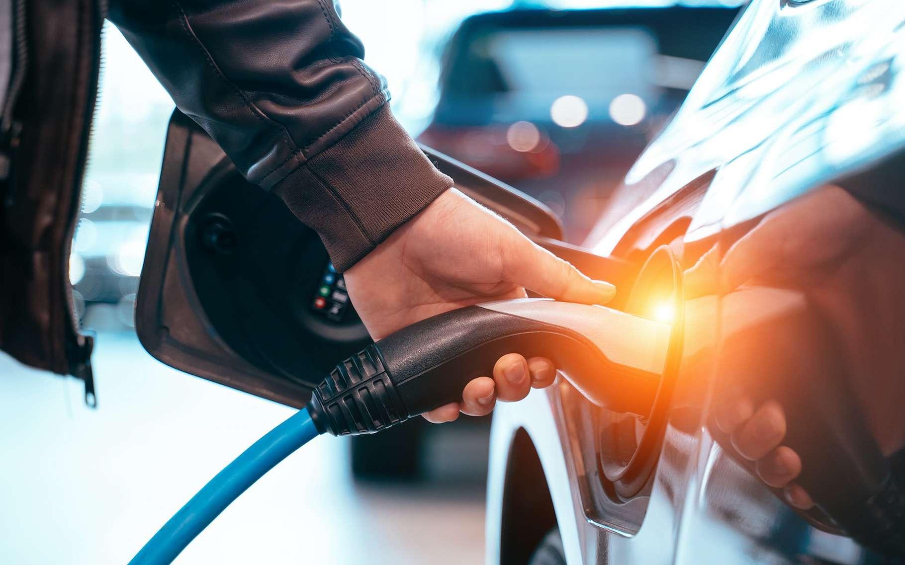 En milieu urbain, la voiture électrique est idéale, mais le problème de sa recharge est un frein à son développement. © teksomolika, Adobe Stock