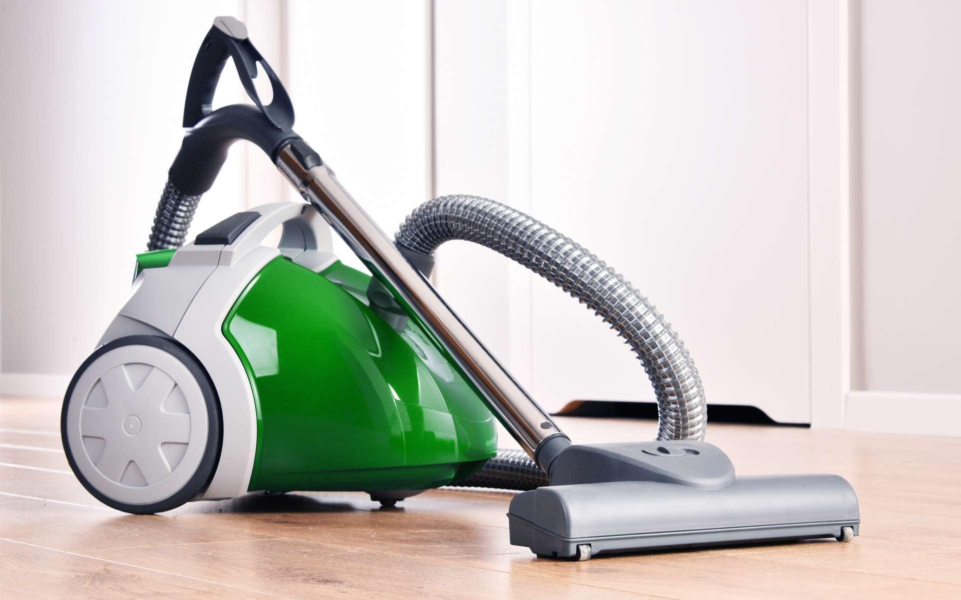 Découvrez comment nettoyer le filtre d'un aspirateur sans sac. © monticellllo, Adobe Stock