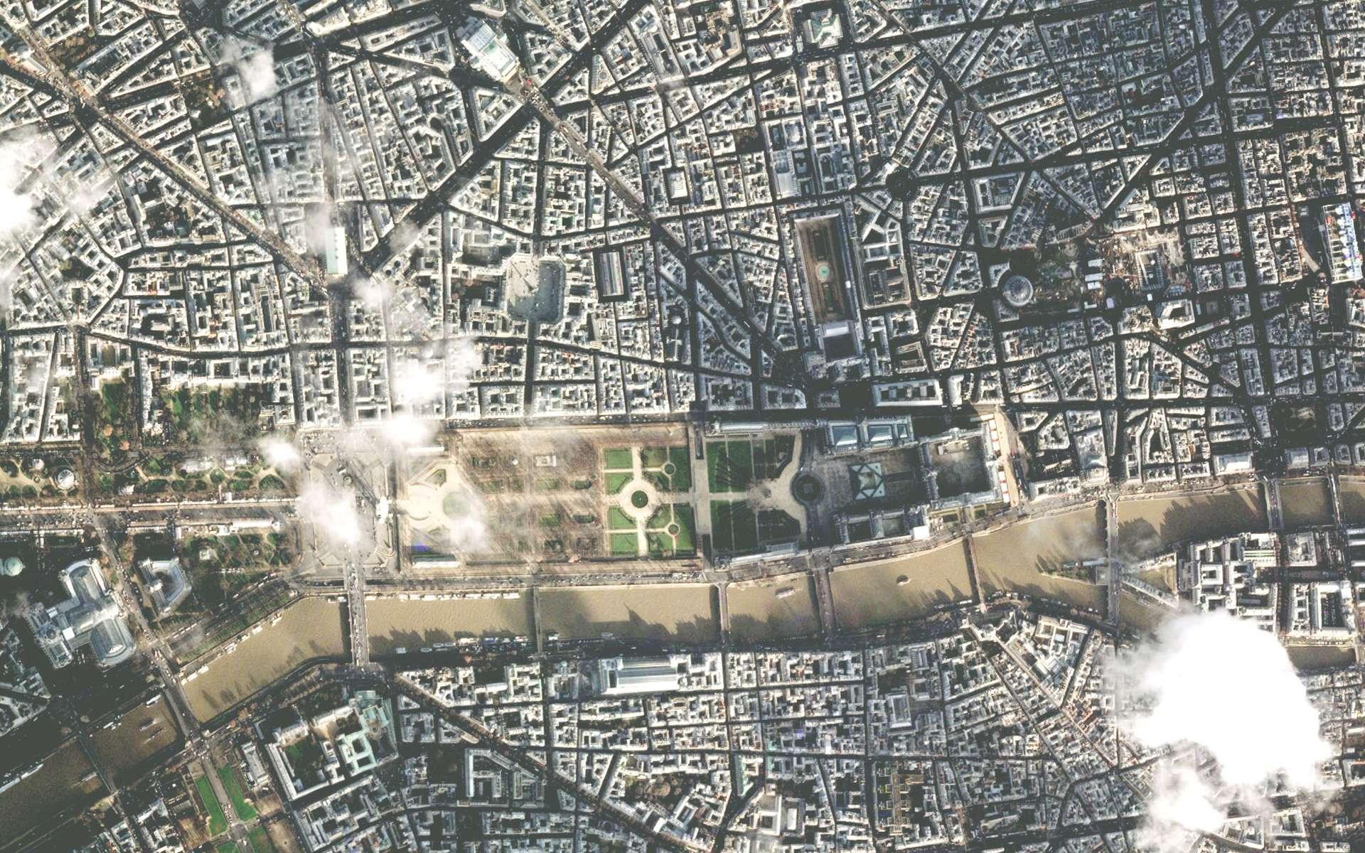 Quelques jours après sa mise en orbite, Pléiades 1A était déjà opérationnel. En survolant Paris, le satellite a une vue imprenable sur le jardin des Tuileries. © Cnes/Astrium Geo-Information Services