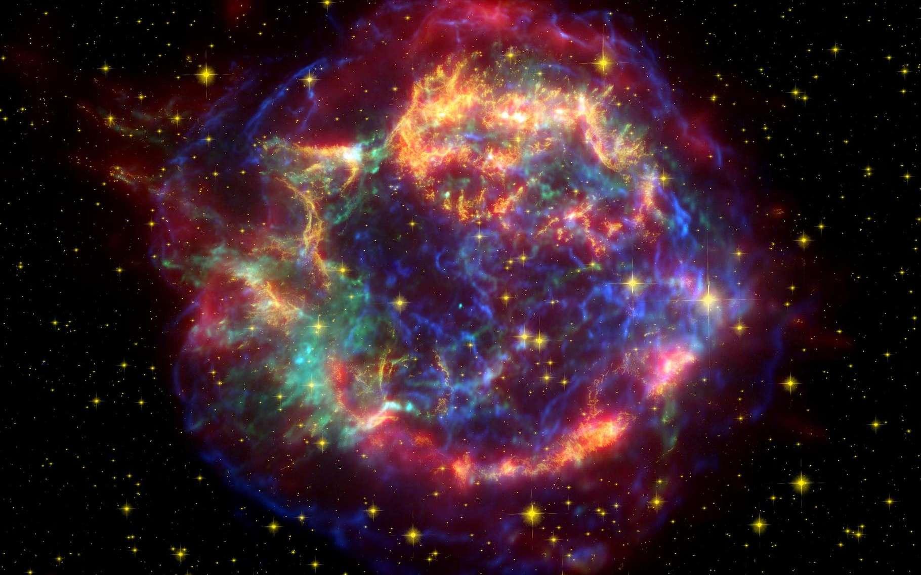 Cassiopée A est le rémanent d'une supernova dont l'explosion a été observable sur Terre il y a environ 300 ans. De telles explosions de supernovæ façonnent littéralement le milieu interstellaire. Et lorsque notre Planète traverse leurs rémanents, elle peut en capter certains éléments comme le fer 60. © Télescope spatial Spitzer, Wikipedia, Domaine public