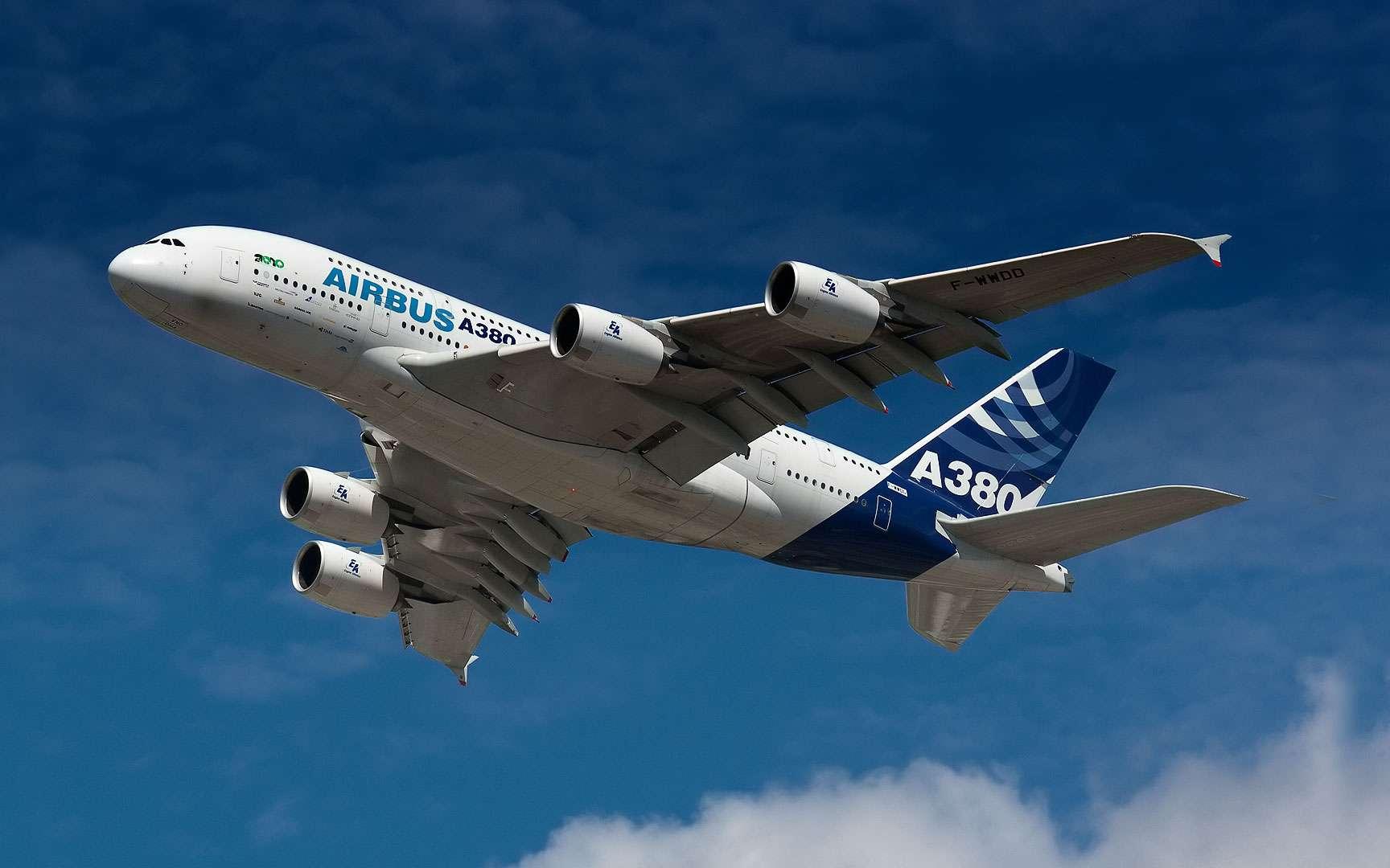 L'Airbus A380 se dévoile. Photo prise le 15 janvier, quelques jours avant l'inauguration officielle de l'A380. Crédits : Samuel Dépraz.