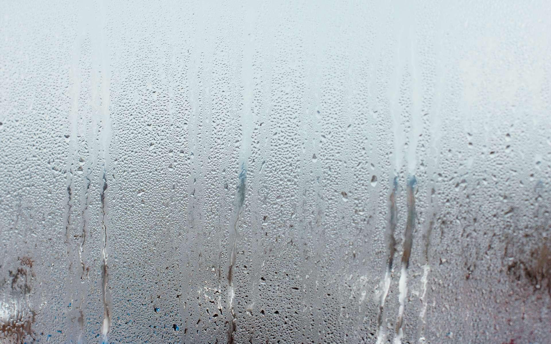 Une bouche d'extraction hygroréglable gère le débit d'air vicié à extraire en fonction du taux d'humidité présent dans l'air ambiant d'une salle de bains, d'une cuisine, d'un toilette. ©Adobe Stock