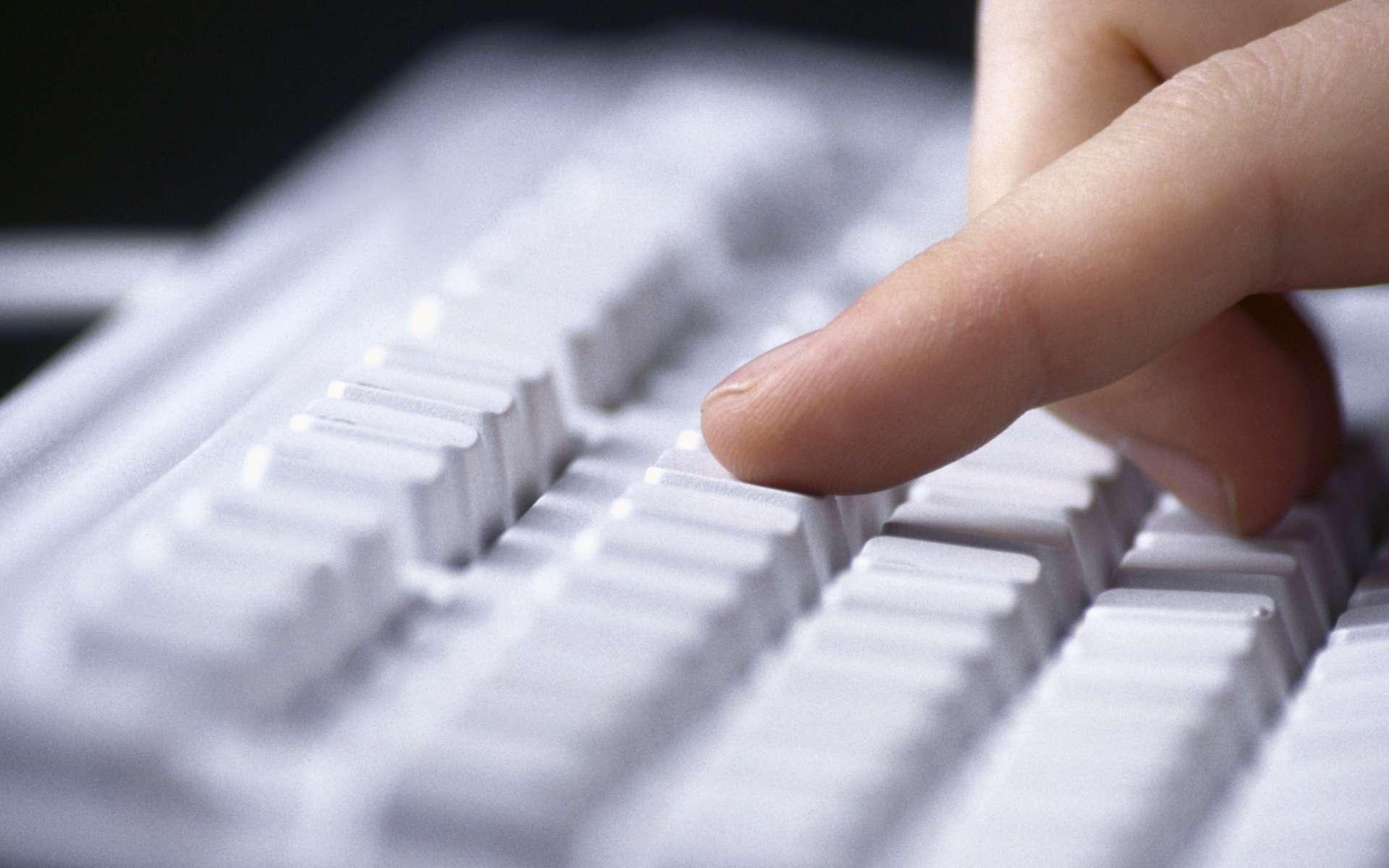 Le clavier biométrique analyse des paramètres comme la pression exercée sur chaque touche ou encore l'intervalle entre les frappes. Autant d'éléments qui sont propres à la manière dont une personne tape sur un clavier et qui servent à l'identifier. © DR