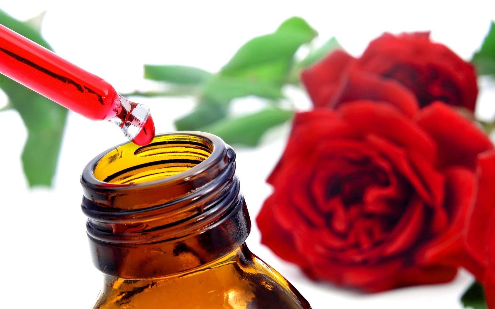 Le parfumeur peut se servir d'essence naturelle de plante ou d'ingrédients de synthèse pour fabriquer une fragrance. © nito, Fotolia.