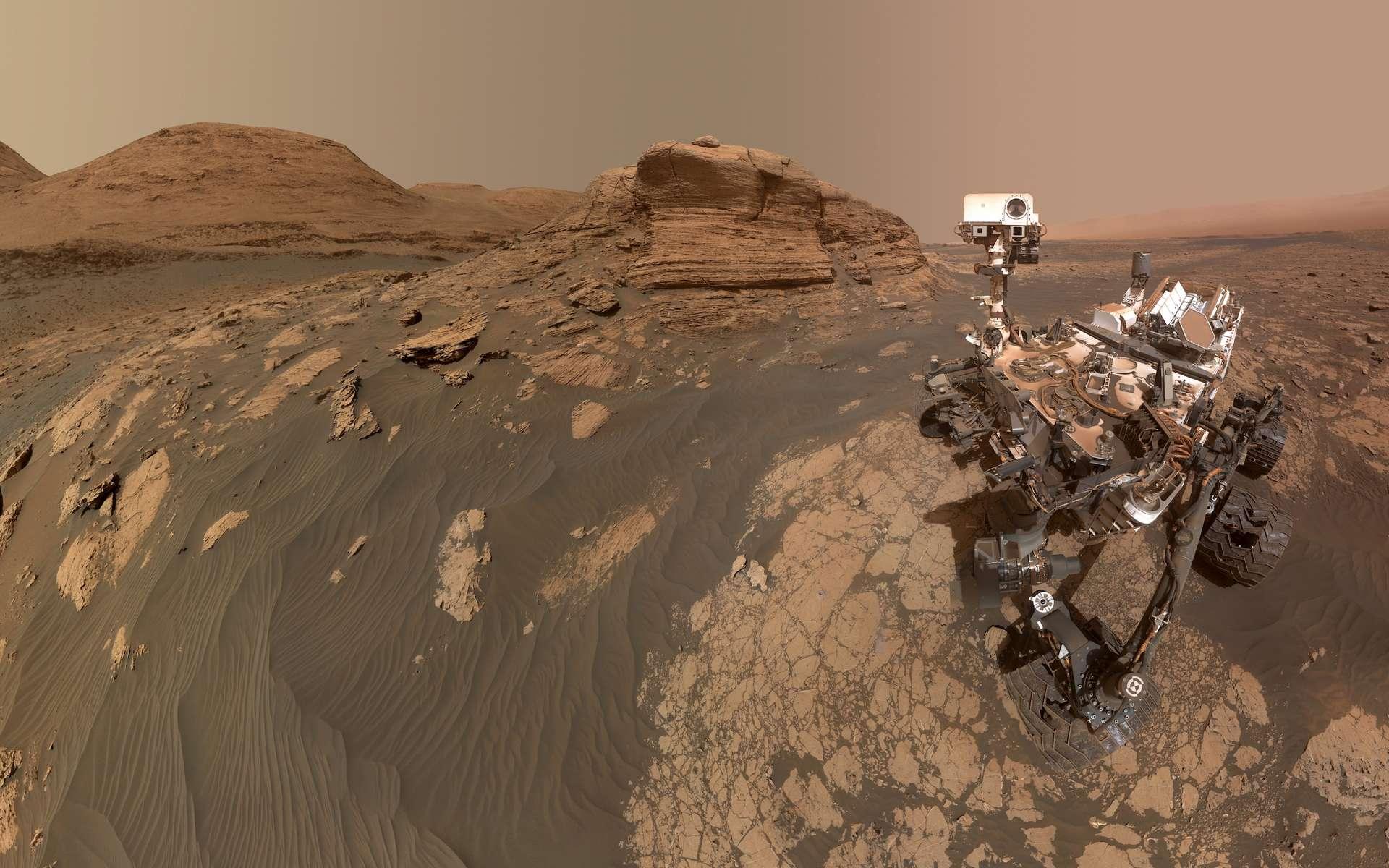 Curiosity posant devant le mont Mercou. © Nasa, JPL-Caltech, MSSS