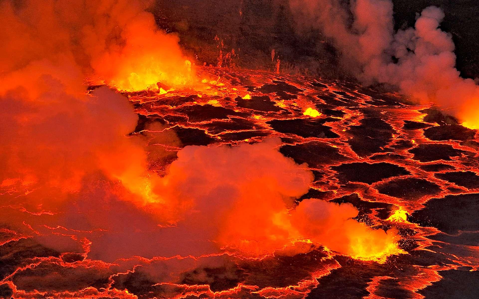 Éruption du Nyiragongo en RDC : La lave du volcan aux abords de la ville de  Goma