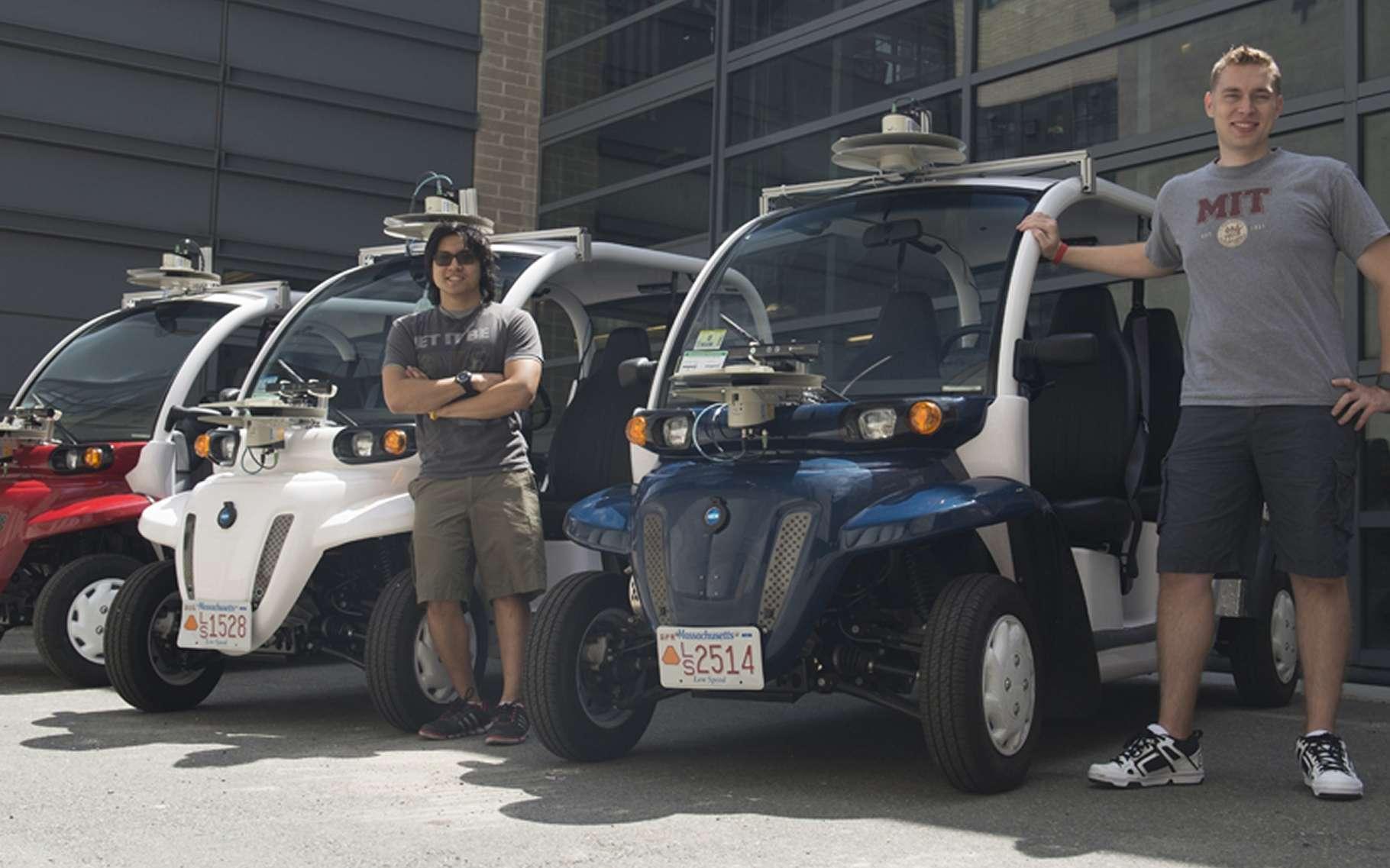 Avec leur lidar (visible sur le toit), les petites navettes expérimentales du campus du MIT regardent les piétons pour les éviter mais en profitent pour les observer et en comprendre les habitudes. Comme les conducteurs de taxis, ils sauront, en fonction de l'heure ou de la saison, se positionner aux bons endroits. © Business Wire