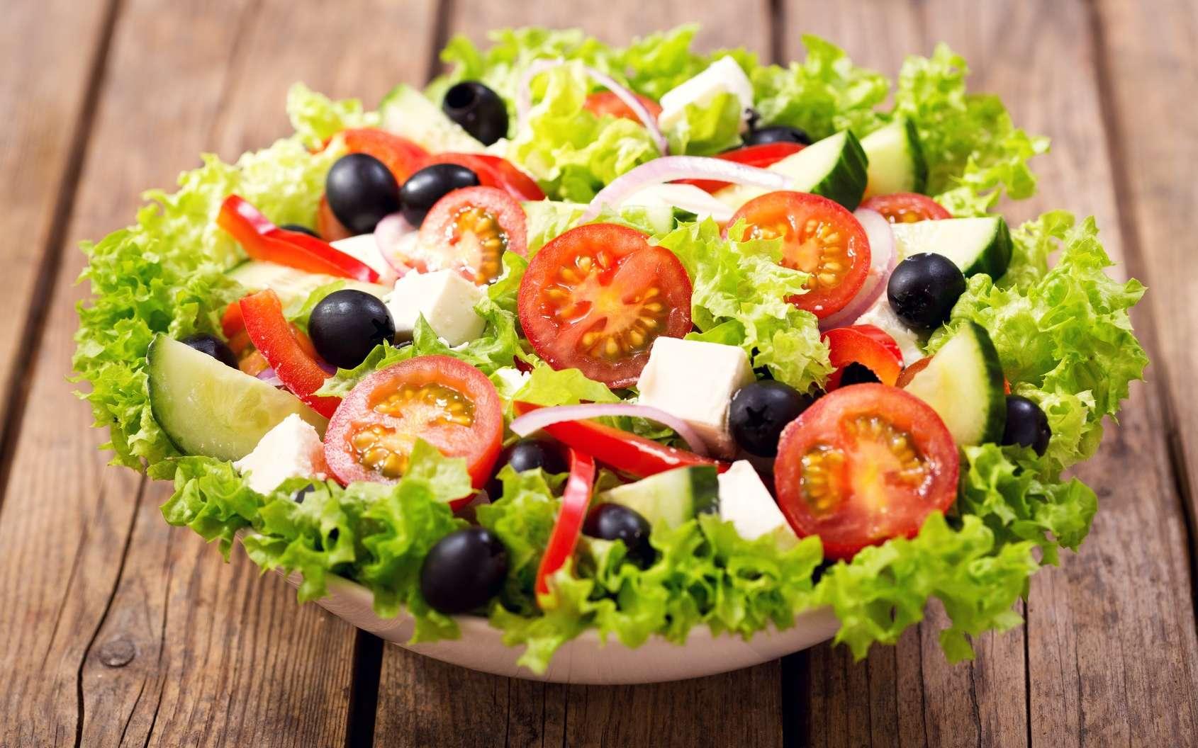 De manière générale, l'alimentation méditerranéenne, riche en fruits et légumes, est bonne pour la santé du cerveau. © Nitr, Fotolia