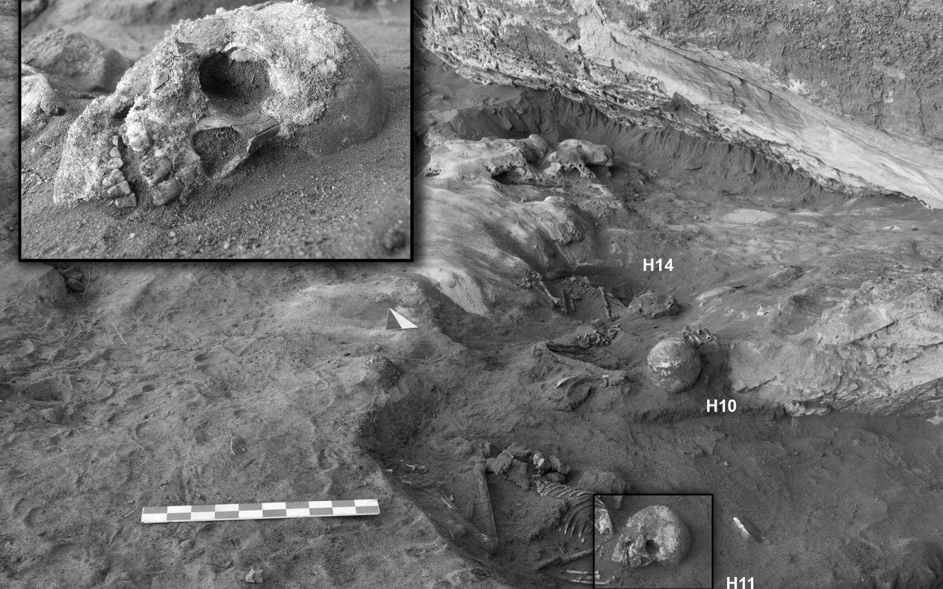 Les corps de 20 femmes, hommes et enfants ont été découverts dans le désert libyen. Ils ont été enterrés à l'âge de pierre sur plusieurs milliers d'années. © S. Giovannetti