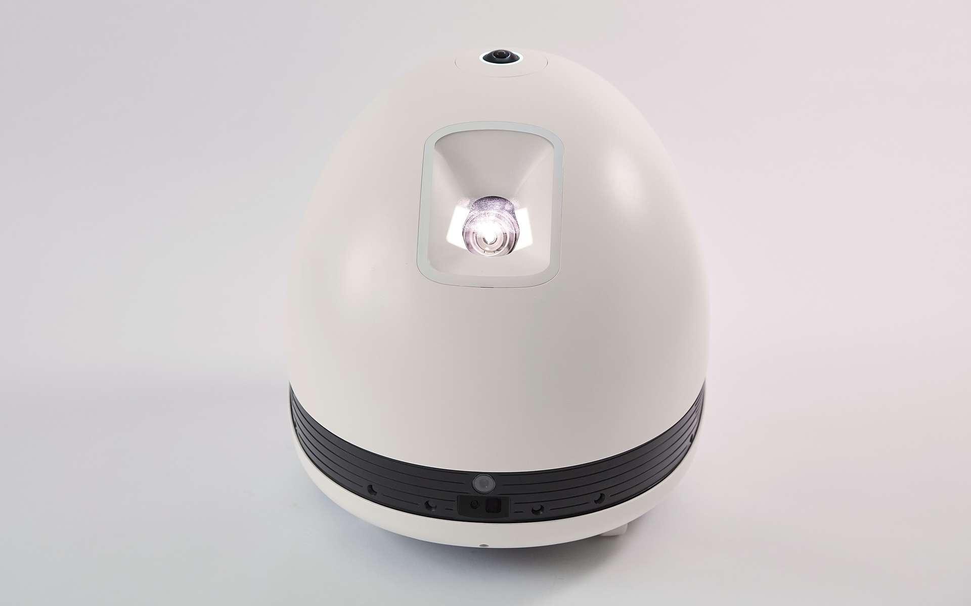 Le robot Keecker est autonome et fonctionne comme une tablette Android à roulettes, avec un vidéoprojecteur en guise d'écran, une restitution sonore haut de gamme, une caméra à 360° et la reconnaissance vocale. © Keecker