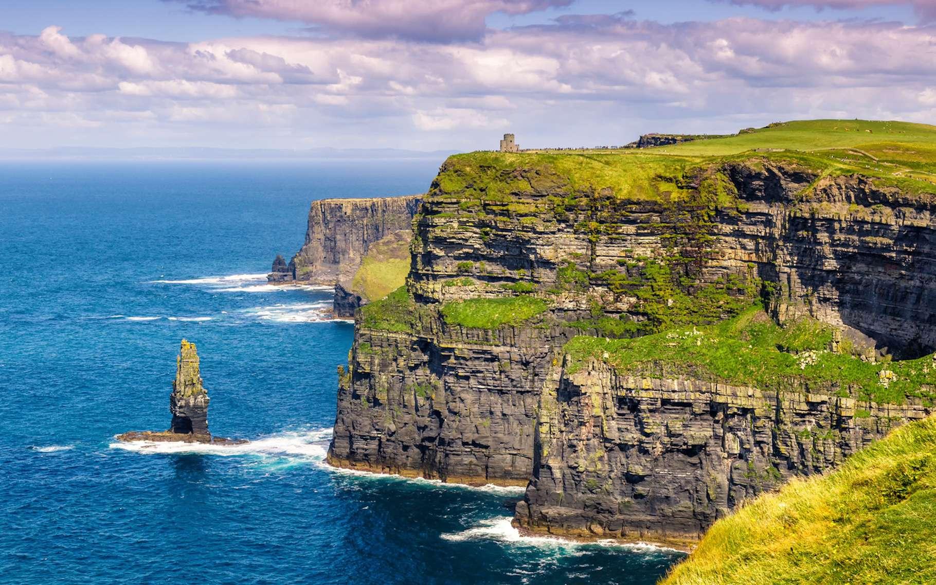 Les îles entourées d'eau — par exemple, l'Irlande —, sont plus sujettes à subir l'influence des courants marins et donc à connaître un véritable climat océanique. © Markus Mainka, Fotolia