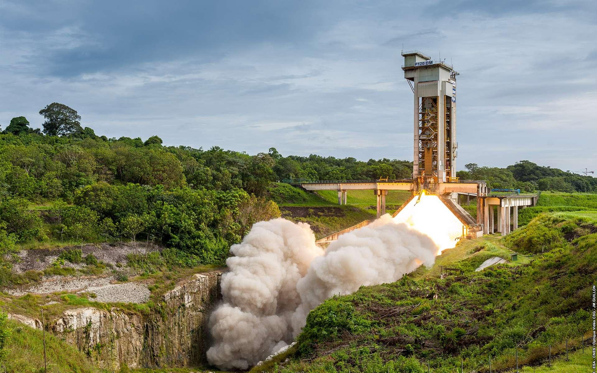 Le P120, le plus gros moteur à propergol solide monolithique du monde testé avec succès sur le site du Centre spatial guyanais. © 2018 - ESA-CNES-OptiqueVideoCSG, JM Guillon