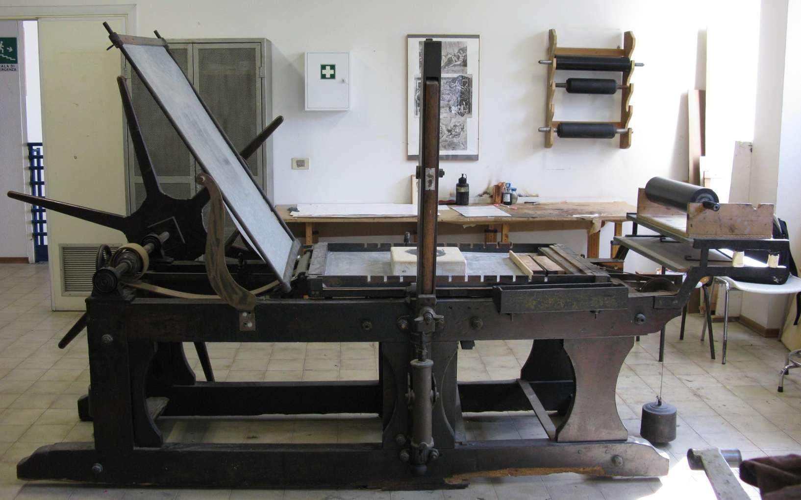 La lithographie et sa presse lithographique ont largement été utilisées par la publicité. © Toni Pecoraro, Domaine public, Wikimedia Commons