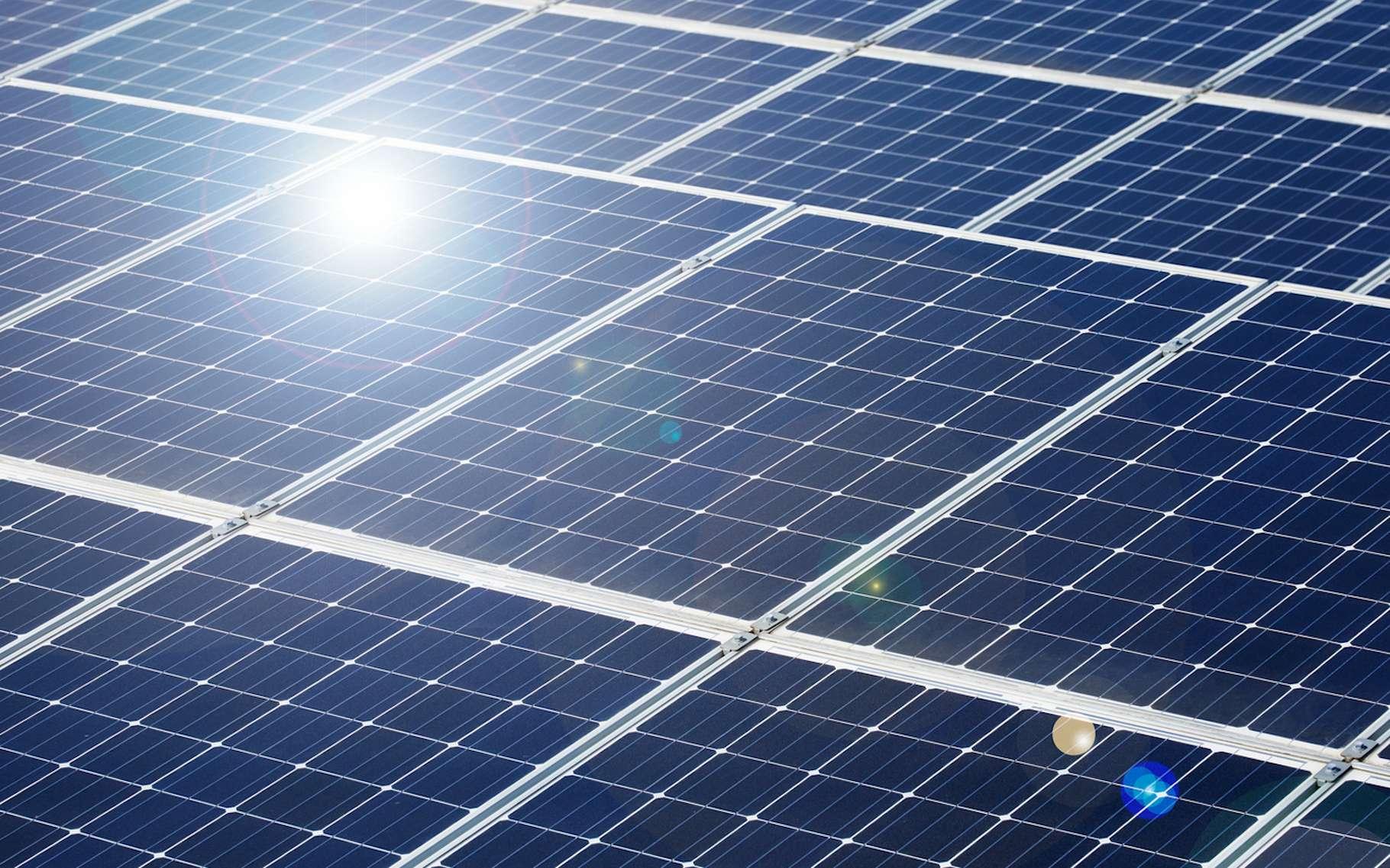 En transformant le rayonnement infrarouge en lumière visible, des chercheurs des universités de Harvard et de Columbia (États-Unis) espèrent améliorer l'efficacité de différentes techniques comme celle des panneaux solaires photovoltaïques. © siro46