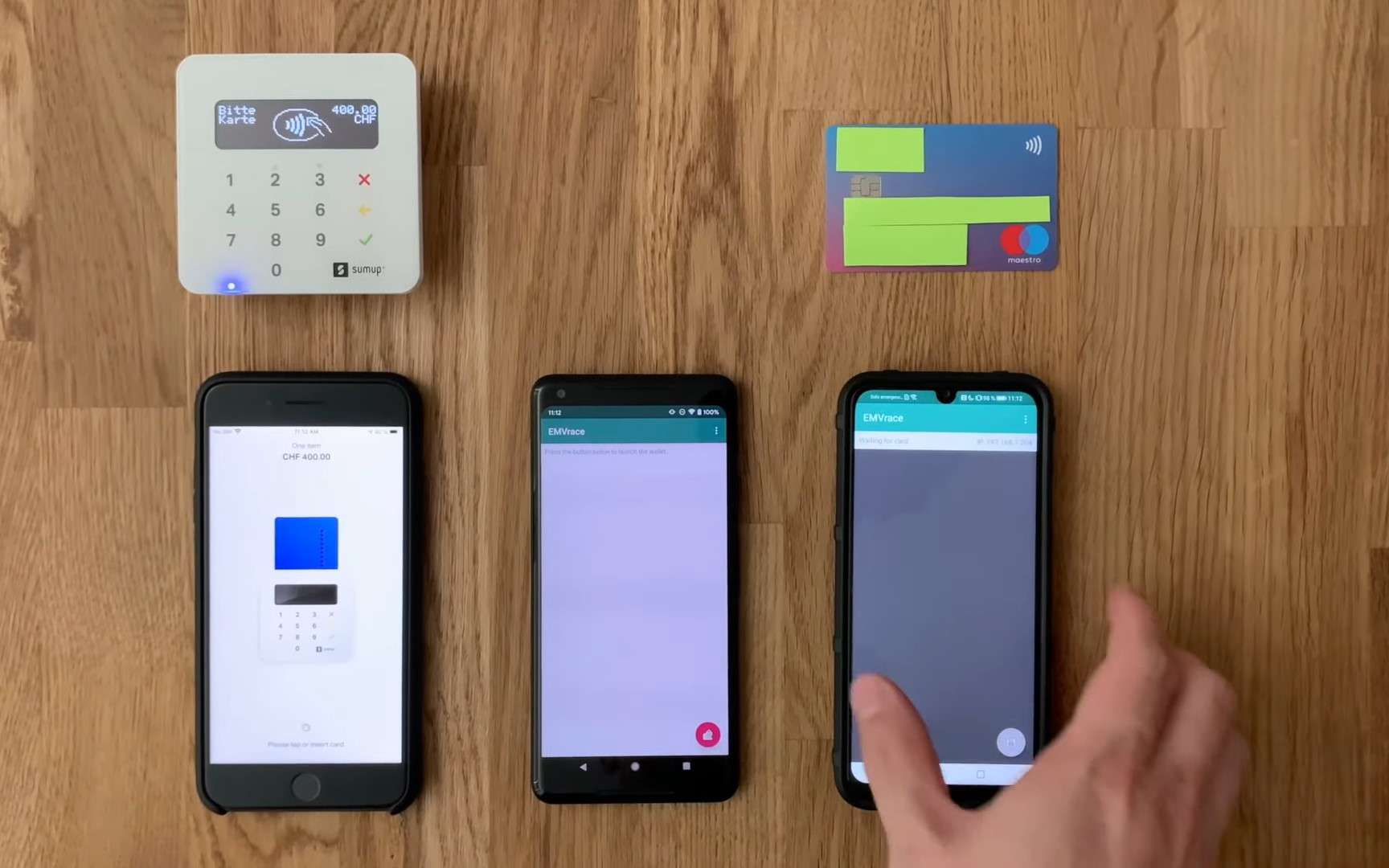 Deux smartphones et une application spéciale suffisent à réaliser des paiements de plusieurs milliers d'euros sans contact. © ETH Zurich