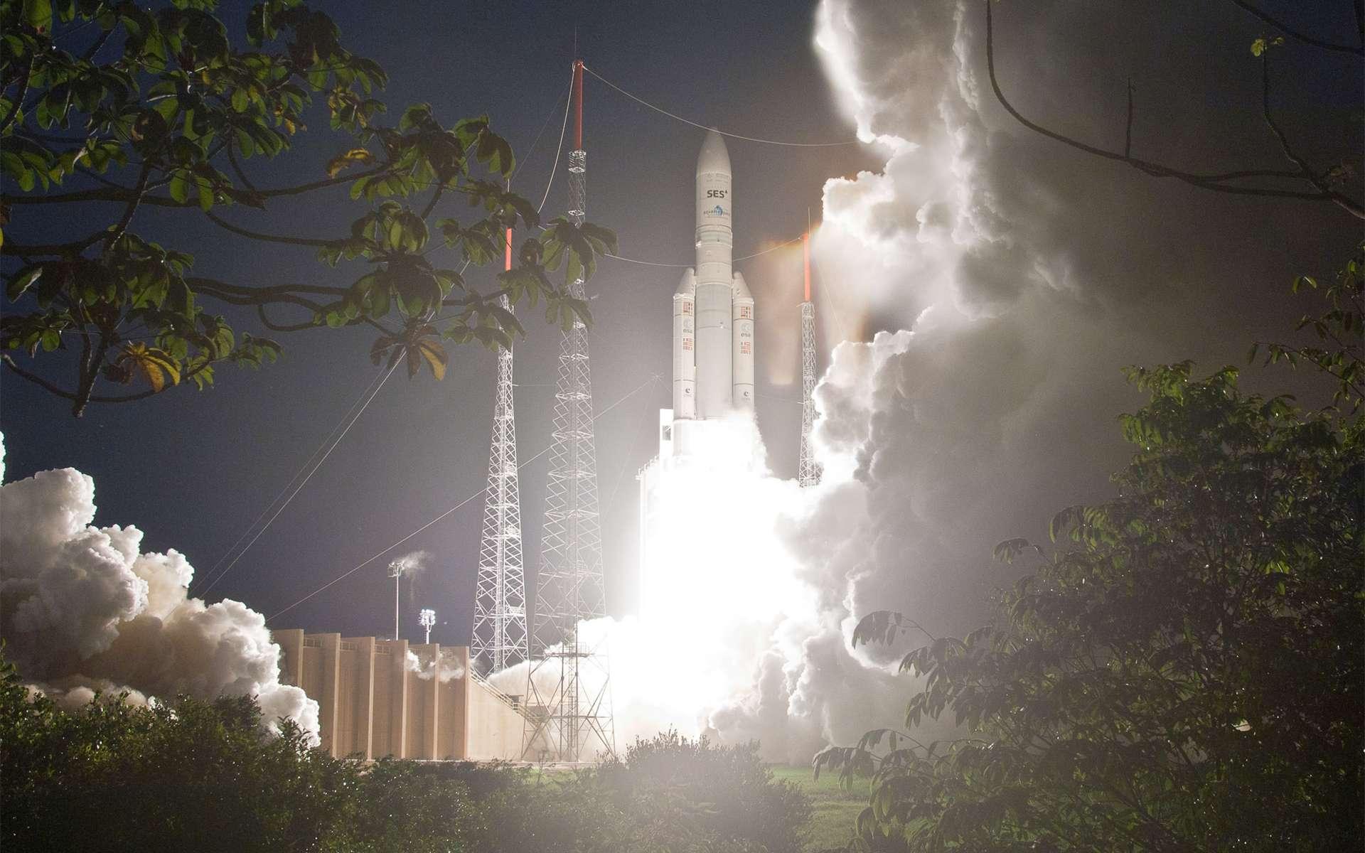 Propulsé par son moteur principal cryotechnique Vulcain et ses deux boosters à propergol solide d'appoint, le lanceur Ariane 5 a décollé pour la soixantième fois avec succès (tir V204, septembre 2011). © Esa/Cnes/Arianespace/Photo Optique vidéo du CSG