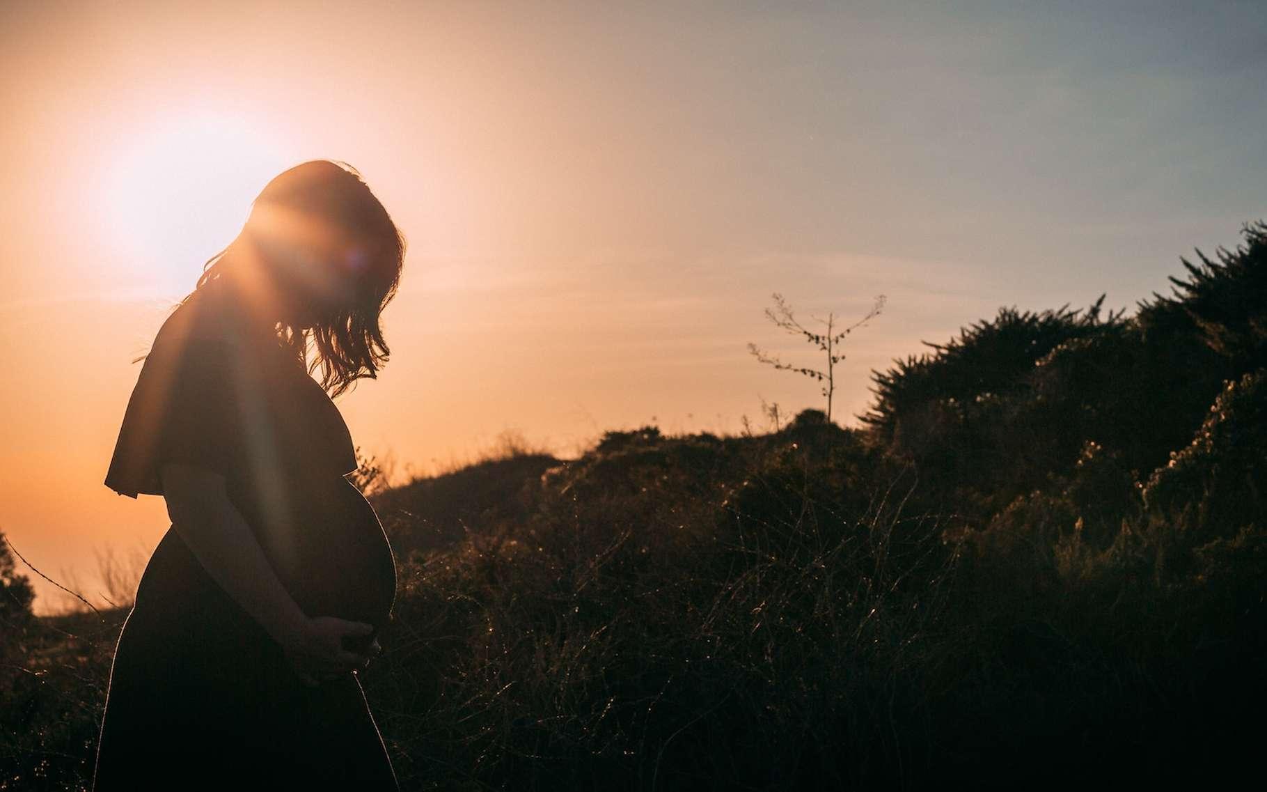 Les femmes atteintes d'hyperémèse gravidique sont prises de nausées et souffrent de vomissements tellement violents qu'ils mettent en danger leur vie et celle du bébé à venir. © Josh Bean, Unsplash