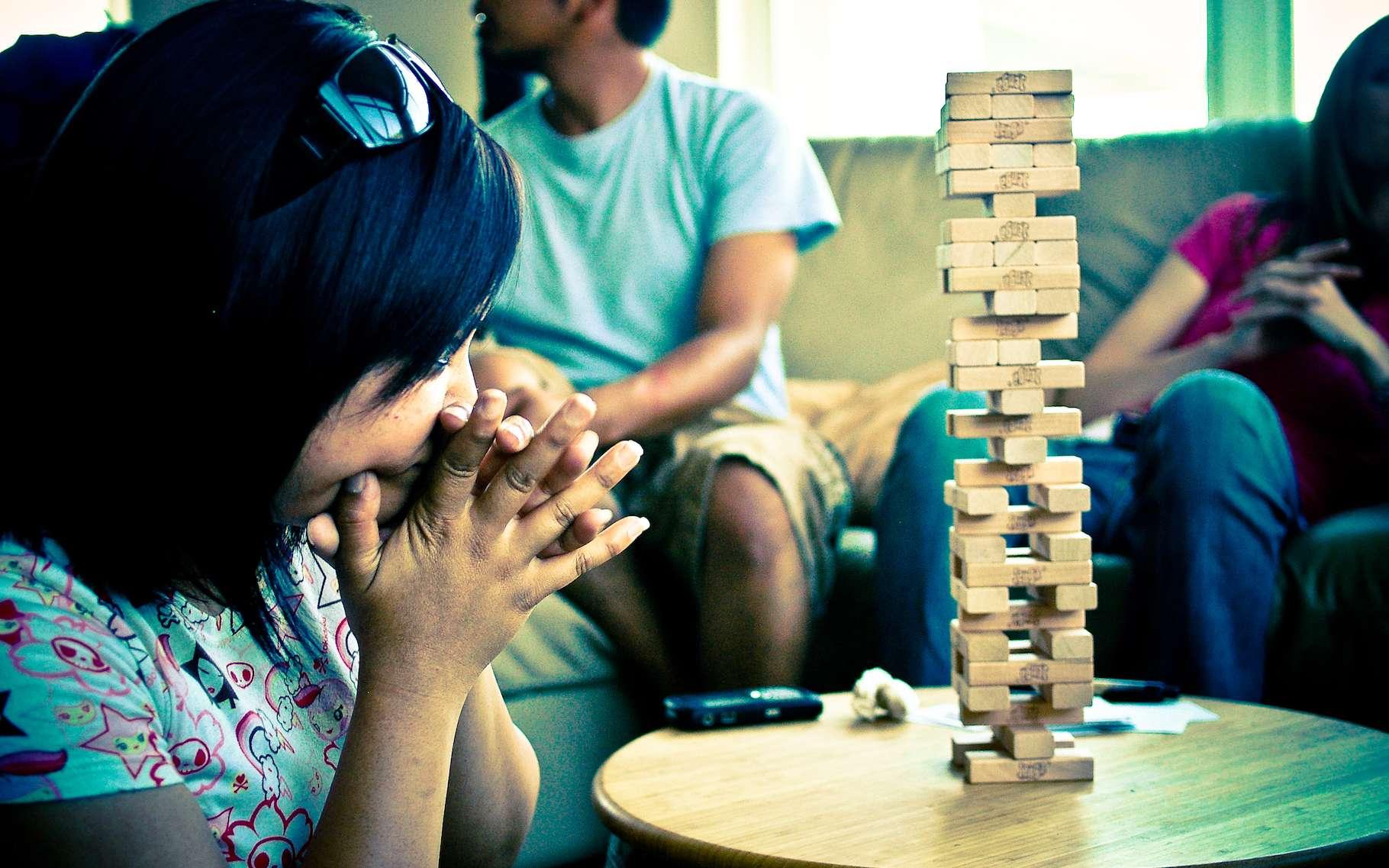 Une équipe internationale de chercheurs révèle de nouvelles informations sur le processus qui mène une structure en bois à la rupture lorsqu'elle est attaquée de toutes parts. De quoi mieux comprendre le phénomène physique de percolation. © Jill Encarnacion, Flickr, CC by-nc-nd 2.0