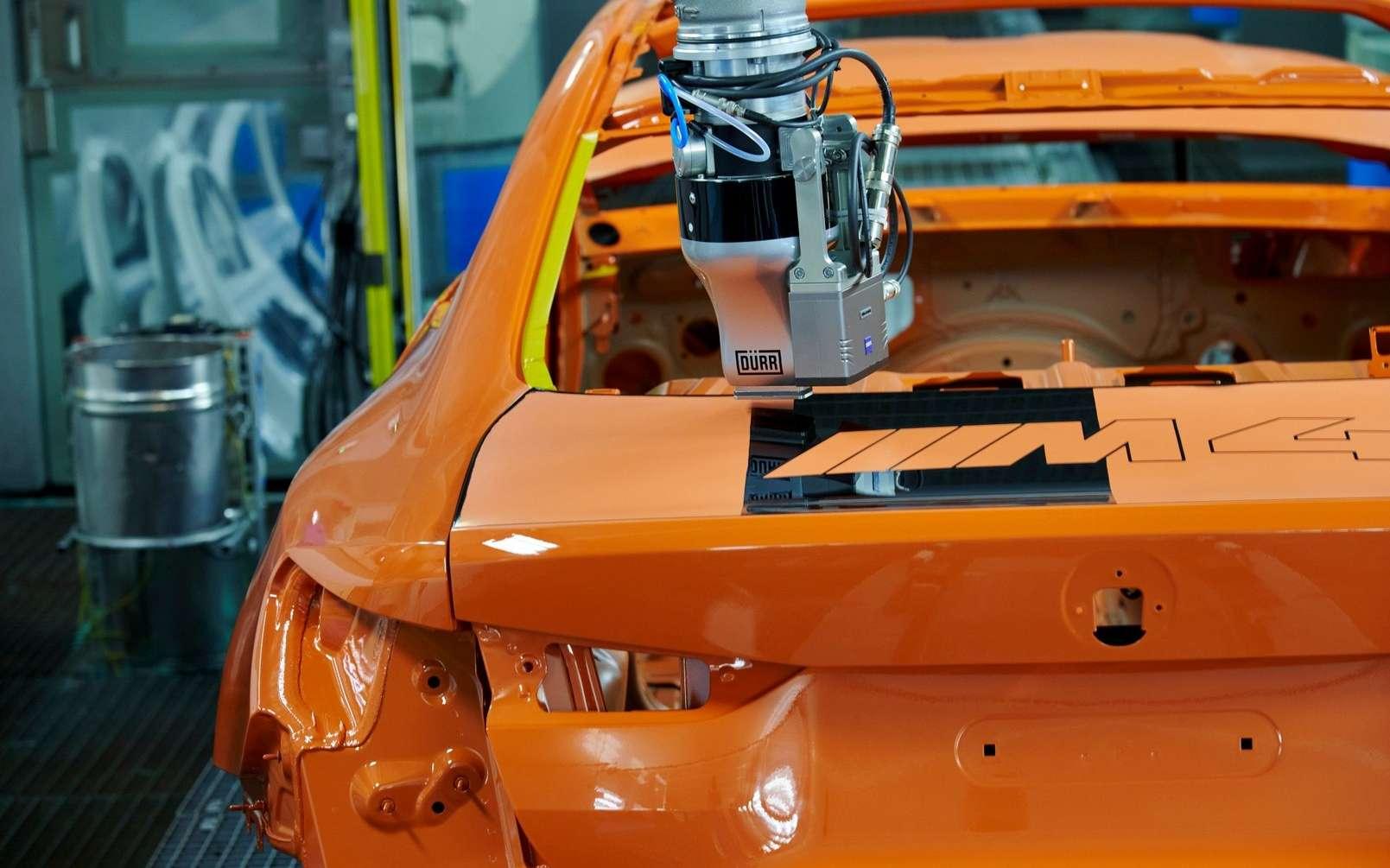 Le robot-peintre EcoPaintJet Pro développé par BMW. © BMW