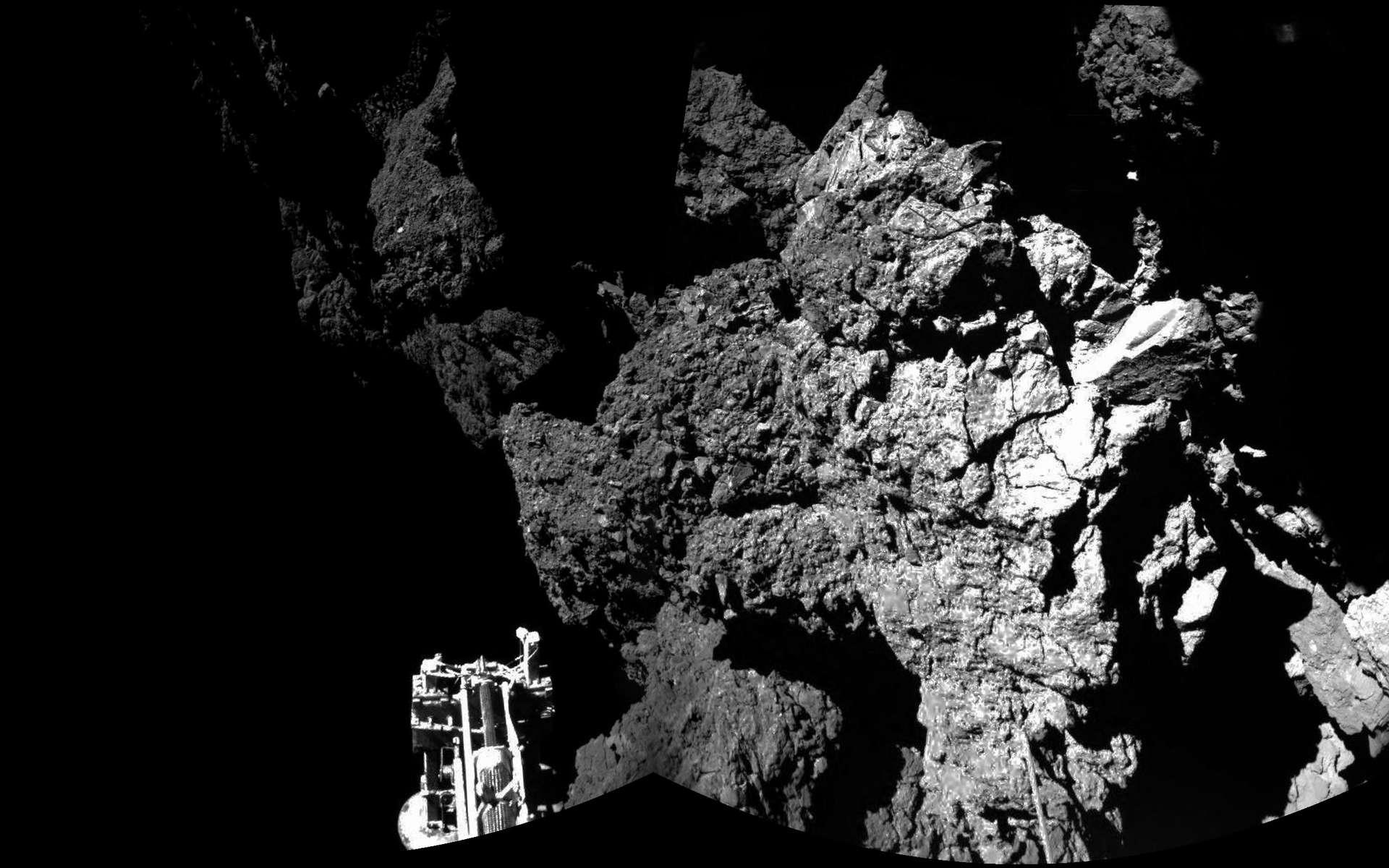 La première image prise par Philae après son atterrissage... ou plutôt après le troisième, l'atterrisseur ayant touché le sol à 16 h 33, 18 h 26 et 18 h 33, en heure française. © Esa/Rosetta/Philae/DLR
