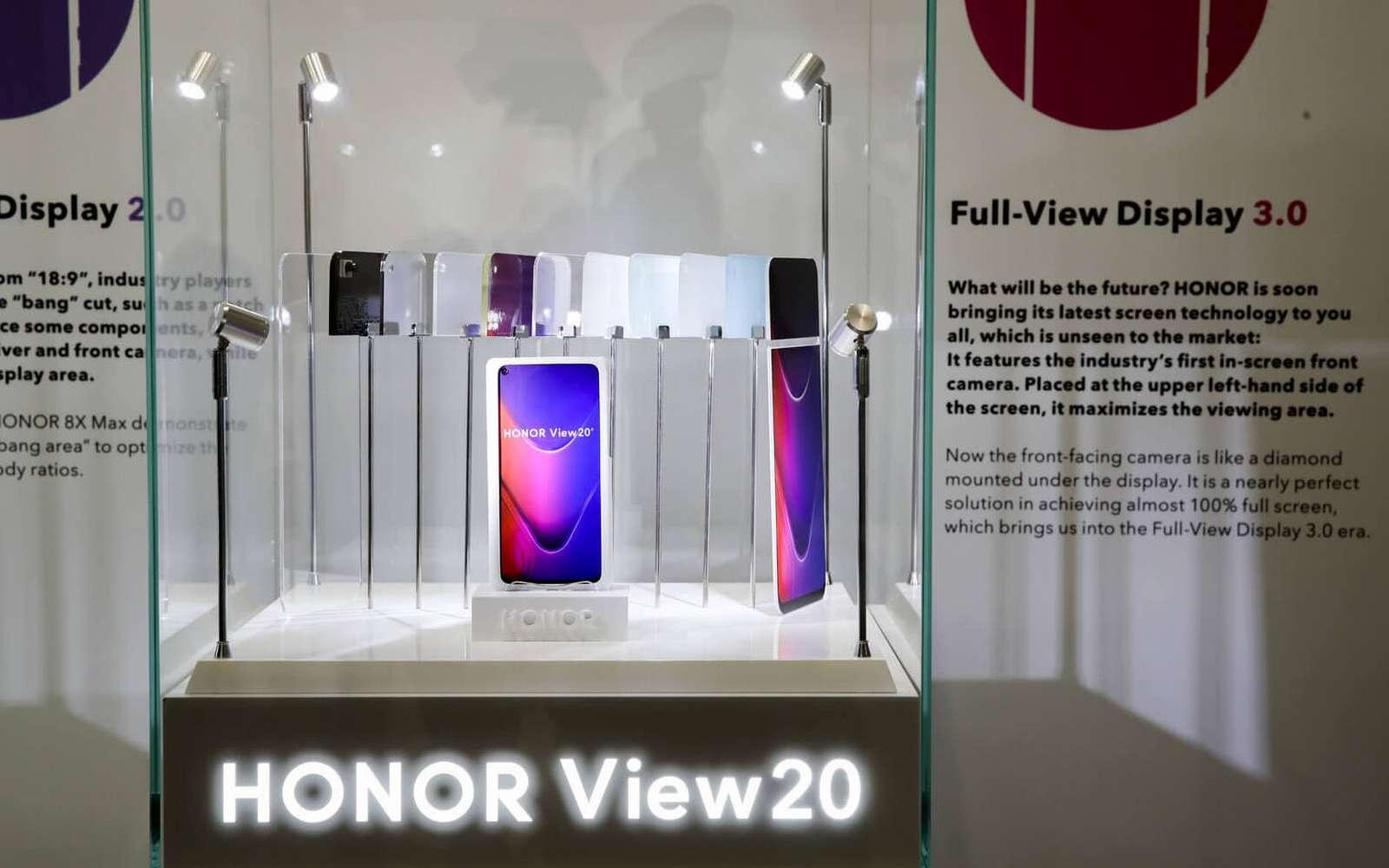 De loin, impossible de voir que l'écran six pouces sans bords cache un appareil photo numérique. © Honor