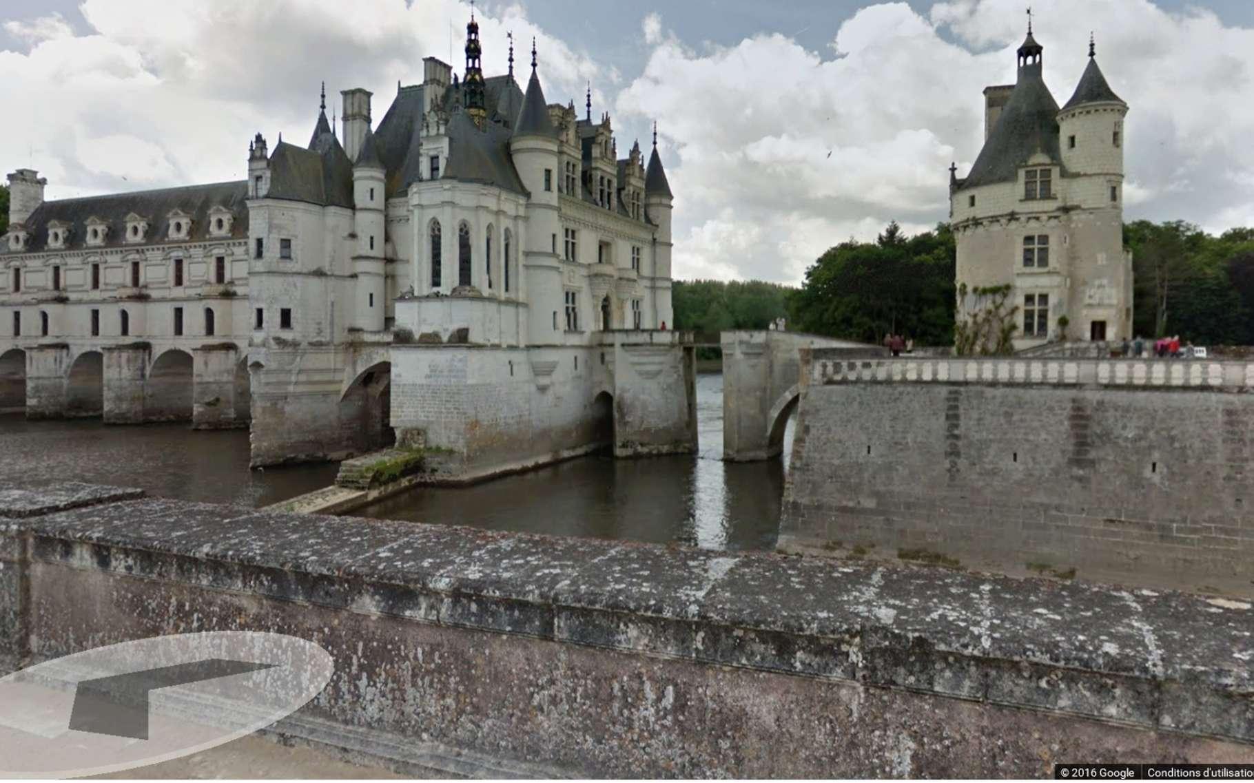 Avec Google Street View et les seuls mouvements de la souris, le visiteur du château de Chenonceau peut parcourir les allées du parc. © Google