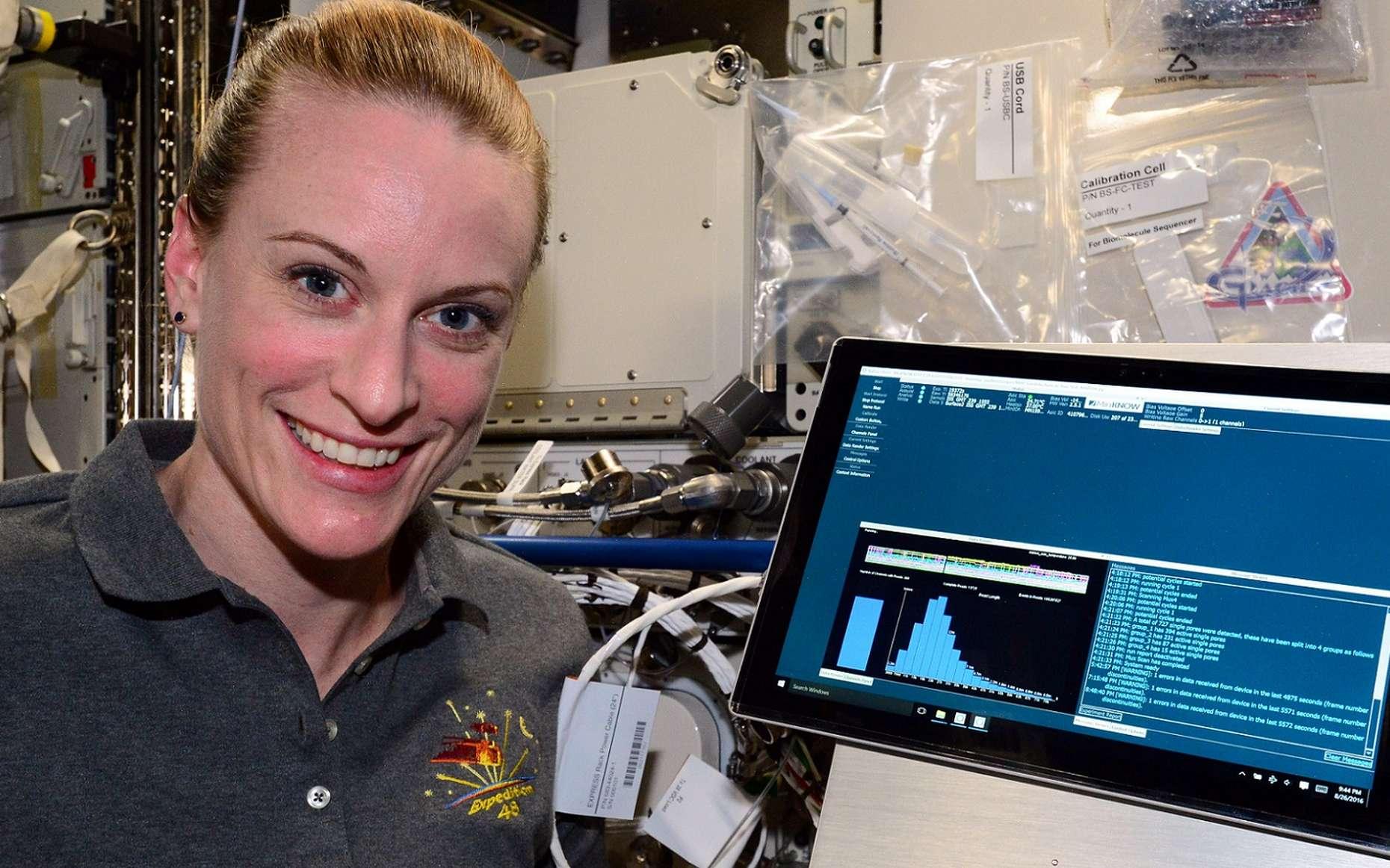 L'astronaute Kate Rubins a séquencé de l'ADN dans l'ISS, donc en micropesanteur, grâce au séquenceur MinION. © Nasa