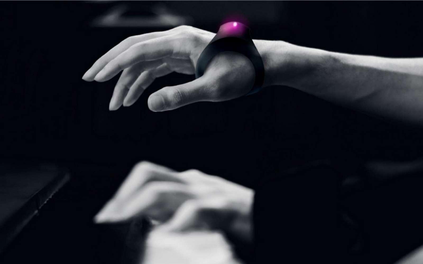 Le bracelet Motion Sonic permet d'ajouter des effets sonores grâce aux mouvements de la main. © Sony