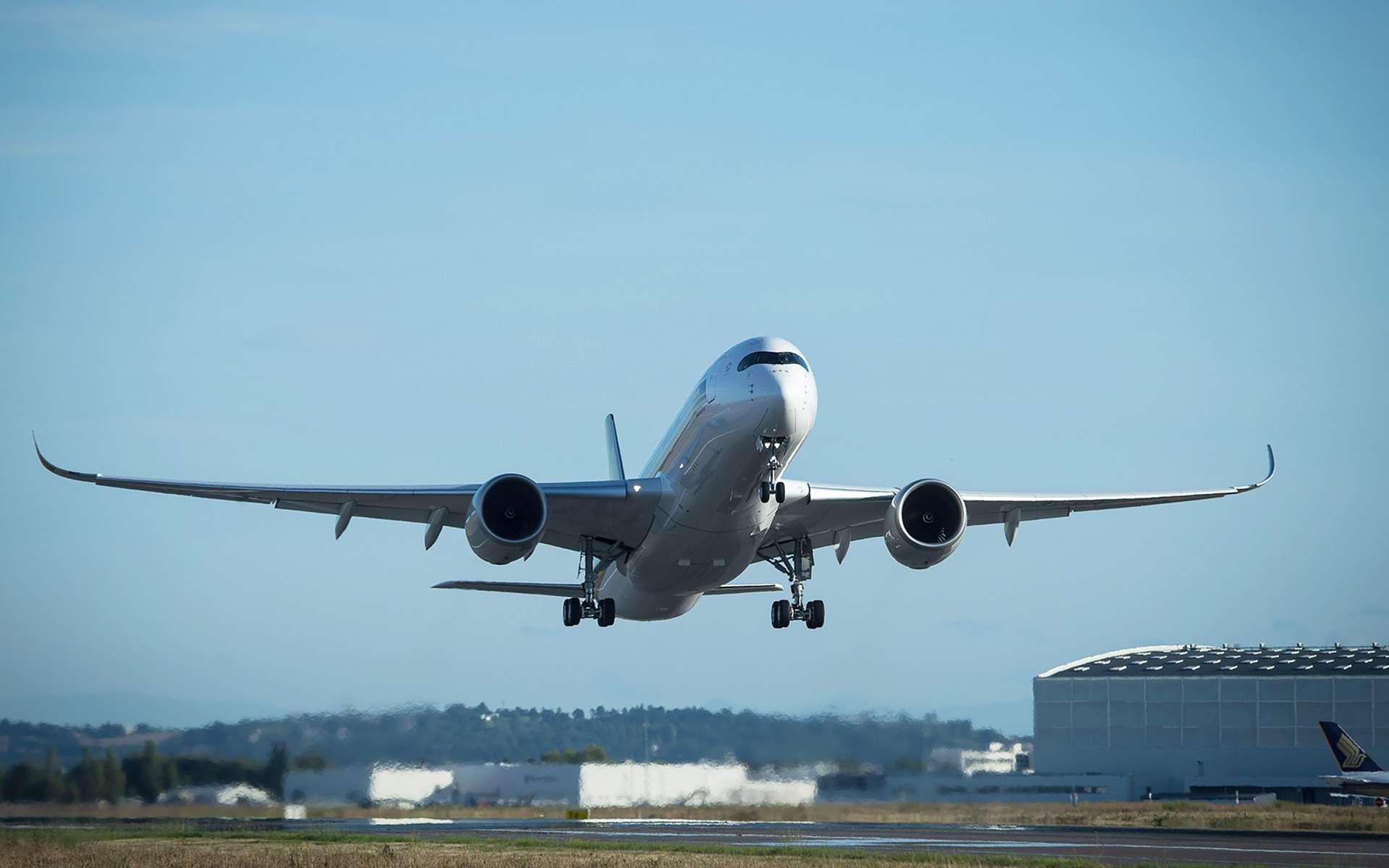 L'A 350-900 ULR de Singapore Airlines quitte l'usine d'Airbus de Toulouse pour rejoindre la flotte de la compagnie aérienne Singapor Airlines. © Airbus, A. Doumenjou, Master Films