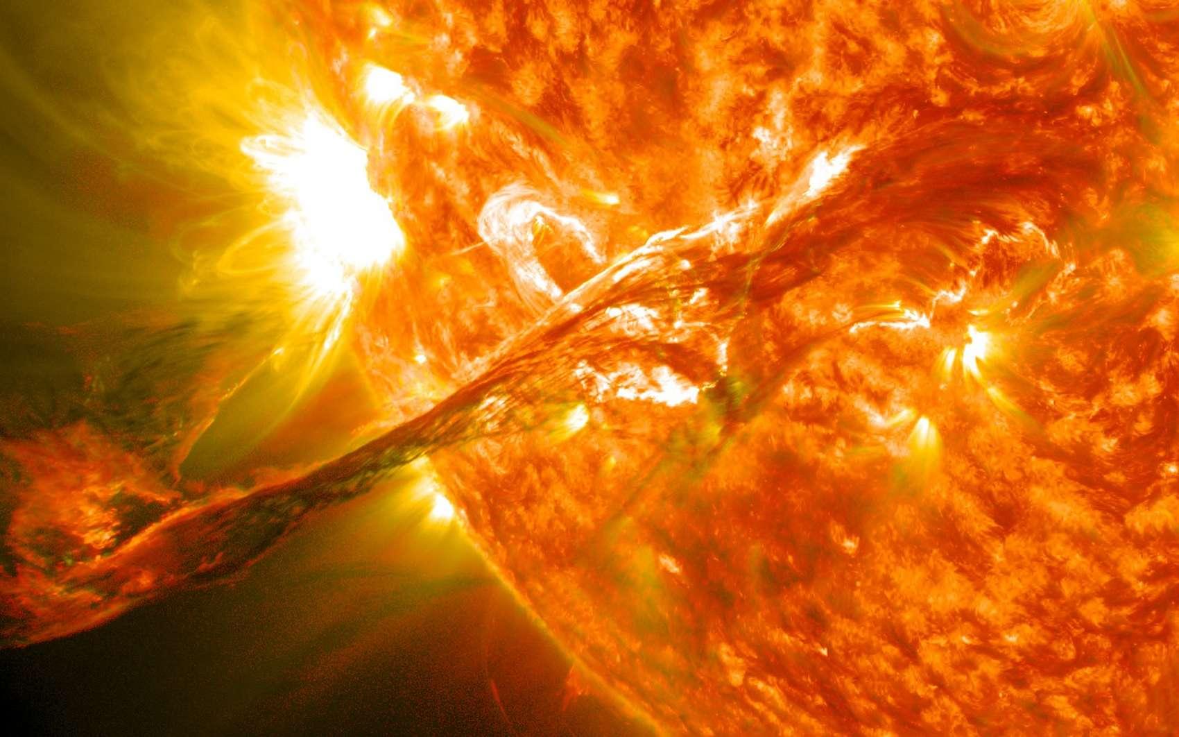 Un majestueux filament a été observé fin août par le satellite solaire SDO à la suite d'une nouvelle éruption solaire. © Nasa, GSFC, SDO